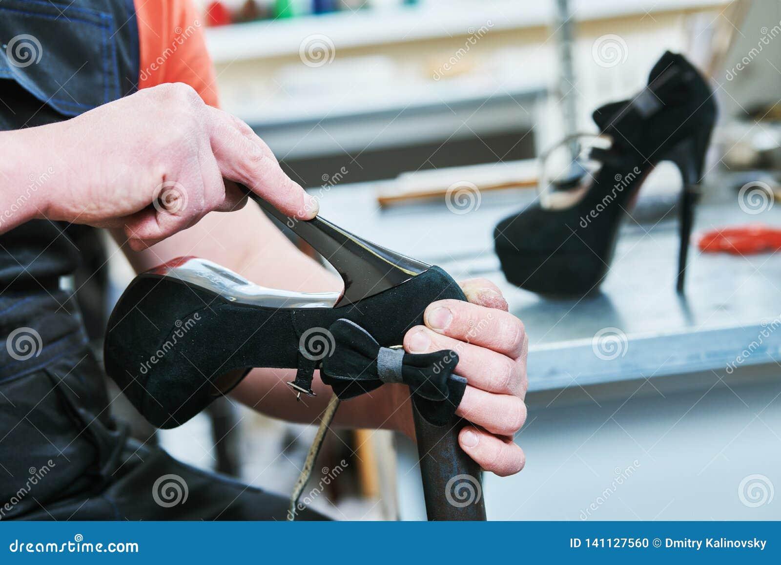 Chaussure femelle de transitoire de réparation de cordonnier collage du talon