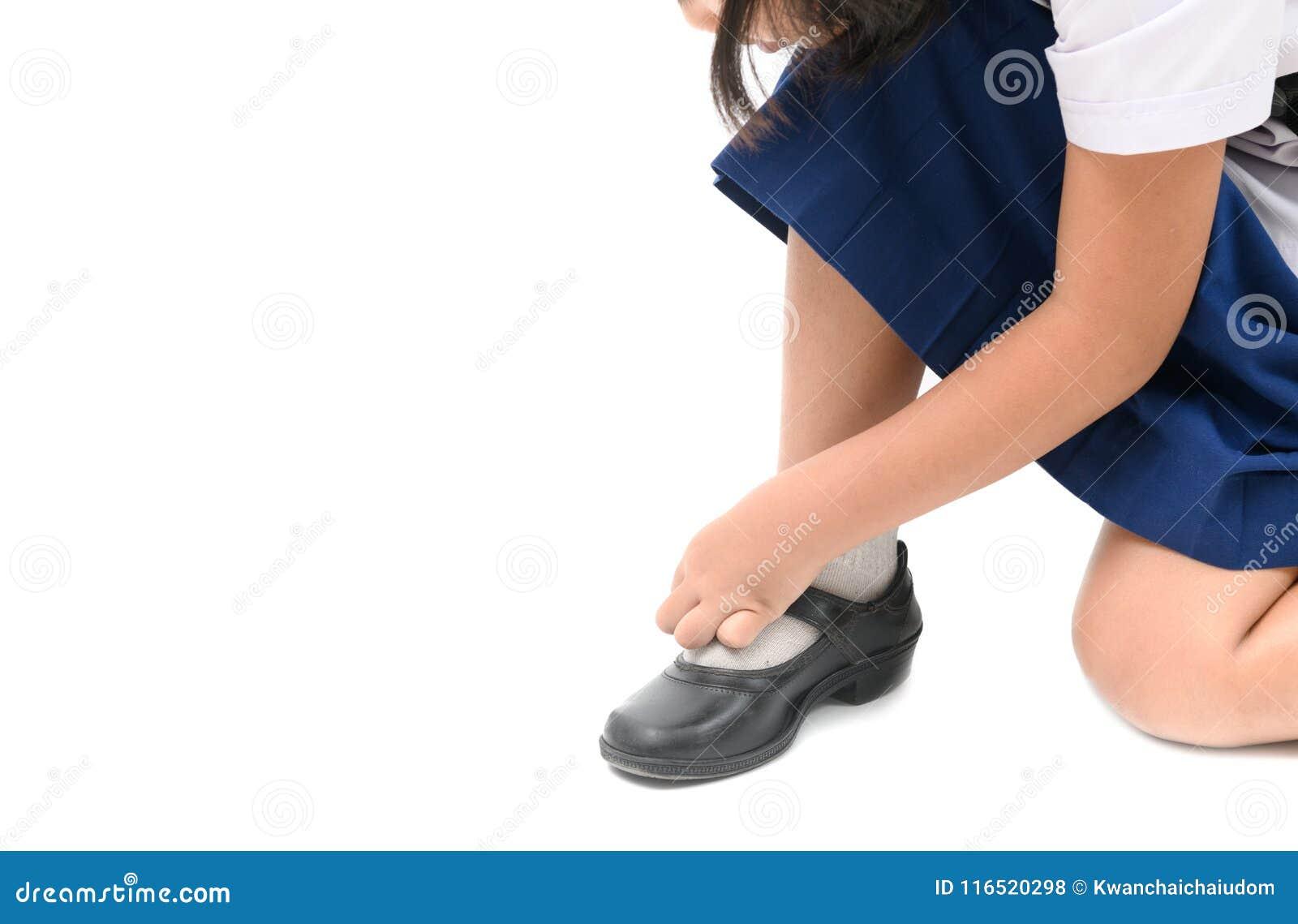 Chaussures asiatiques d étudiant de laçage de fille d enfant d isolement