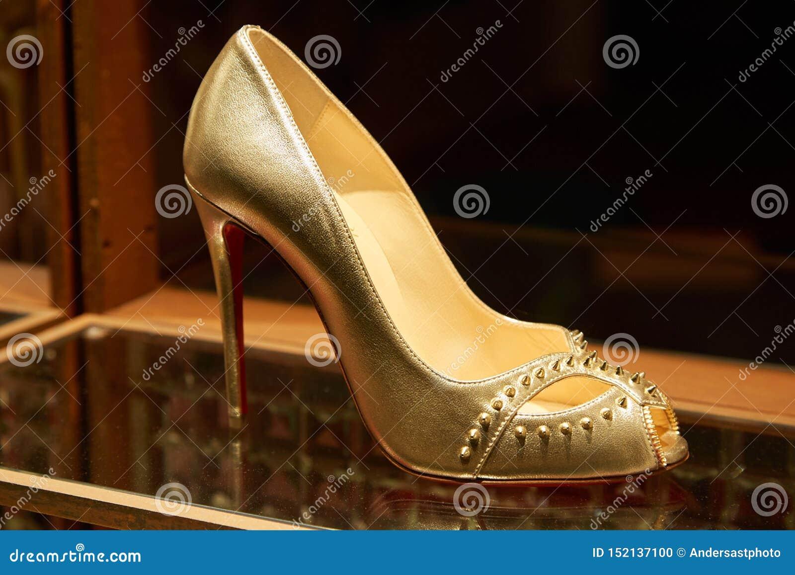 chaussures louboutin monaco