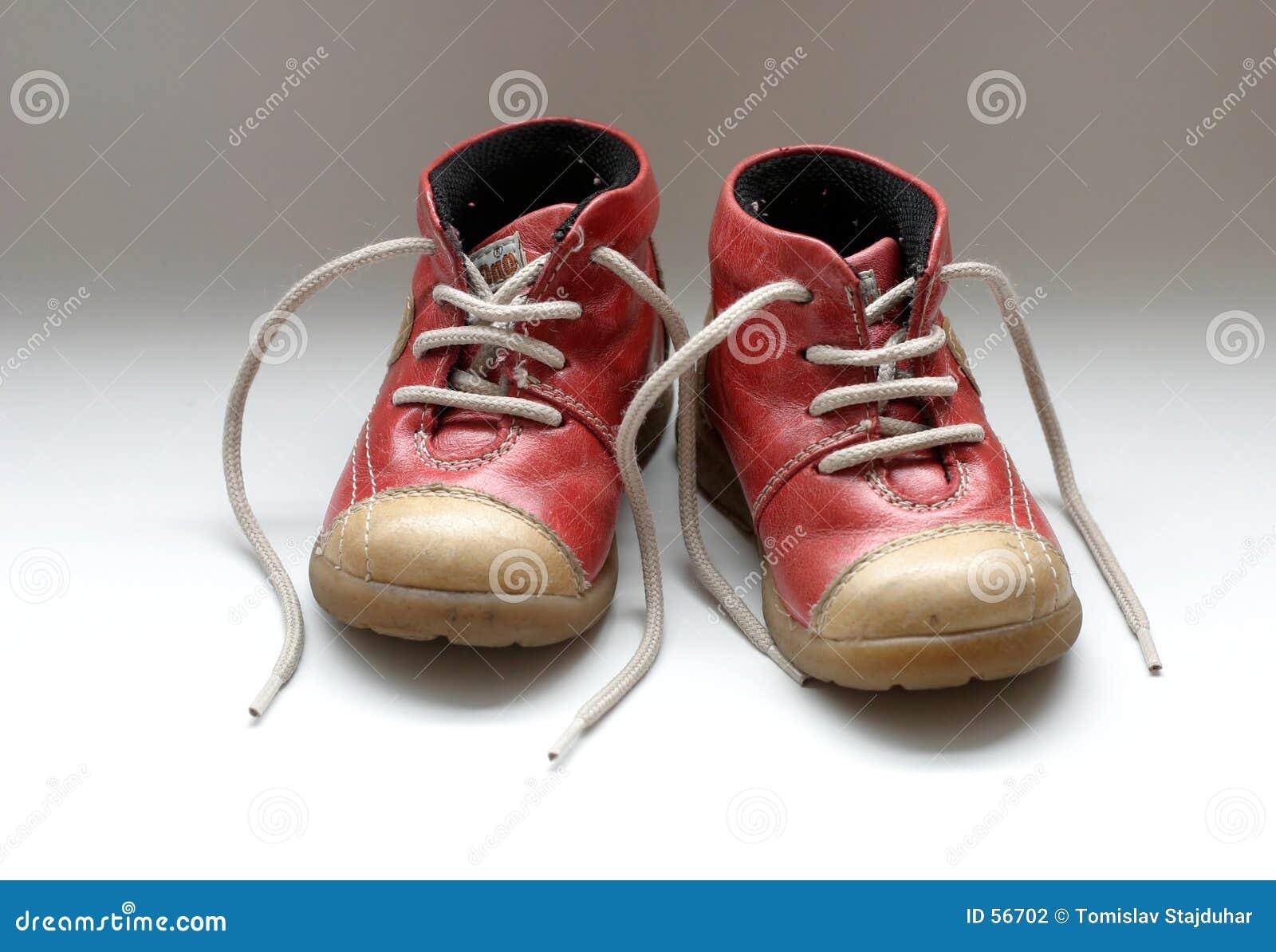 Download Chaussures de chéri photo stock. Image du garçon, nouveau - 56702