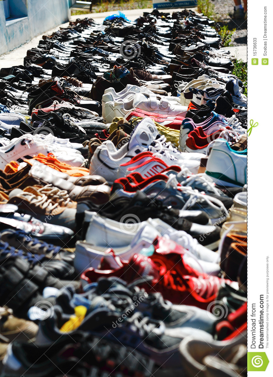 Chaussures de march aux puces photos stock image 15736633 - Marche au puce paris vetement ...