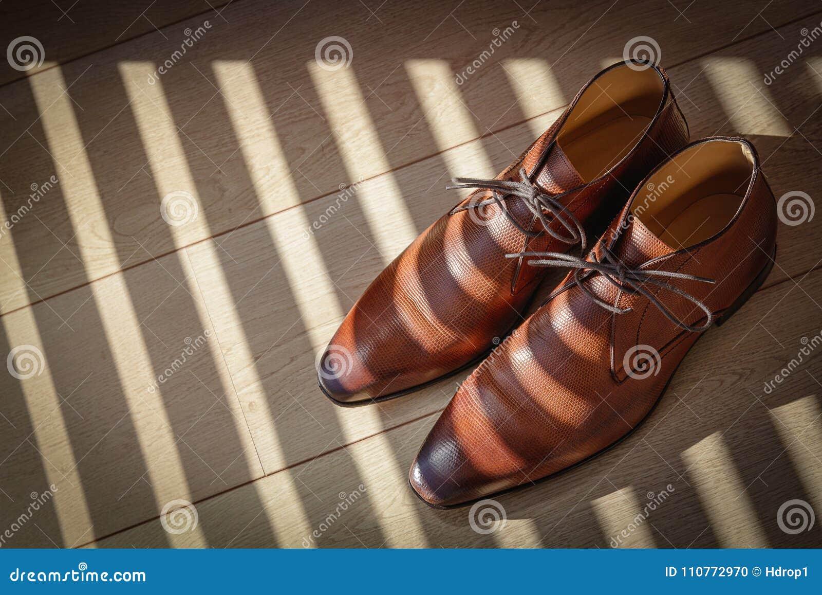 Élégantes Du Sur Un ` Brunes Cuir S D'hommes Plancher Chaussures En jLpGMqSUzV