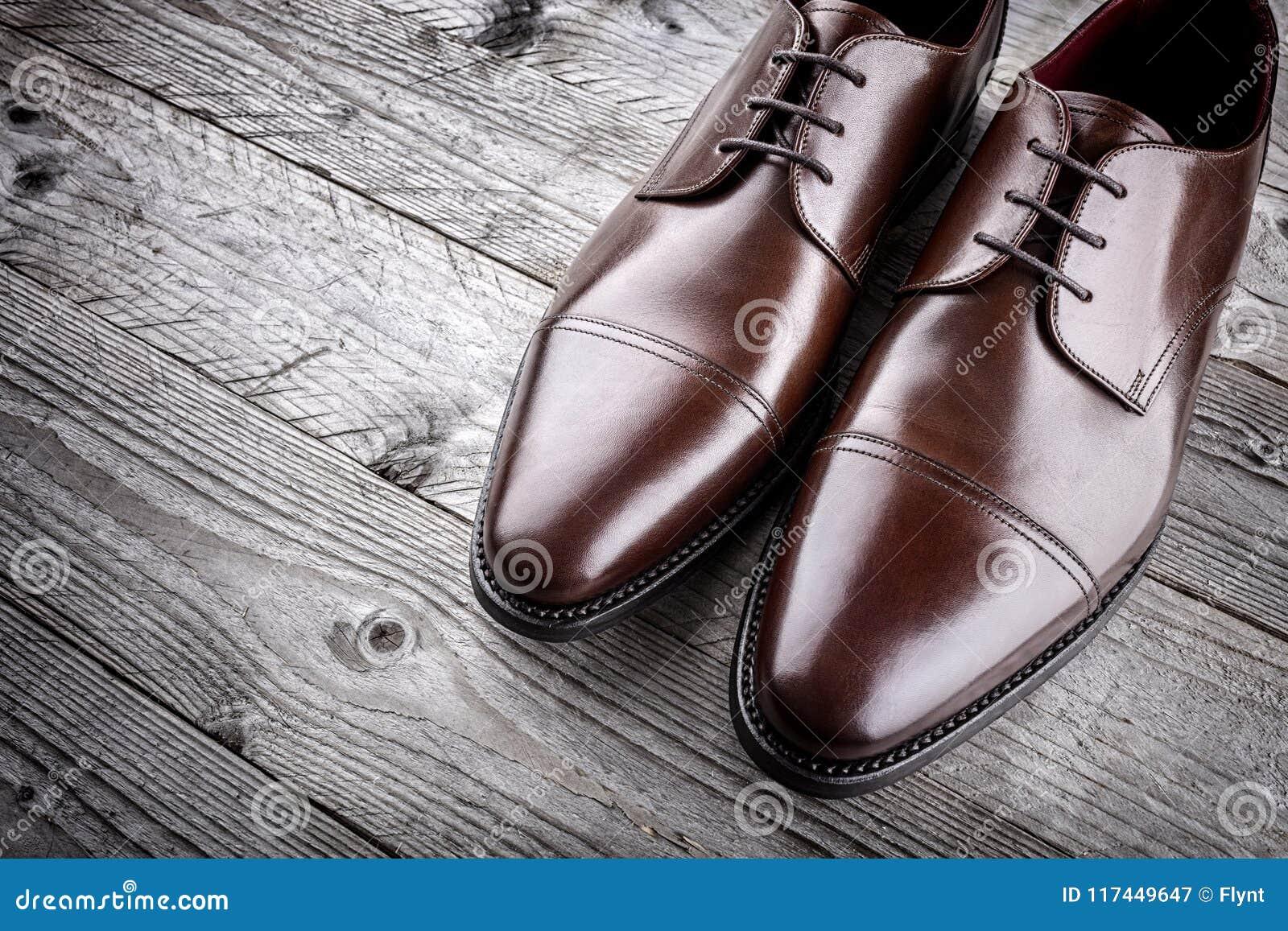 Chaussures En Cuir Brunes Formelles Classiques Image stock