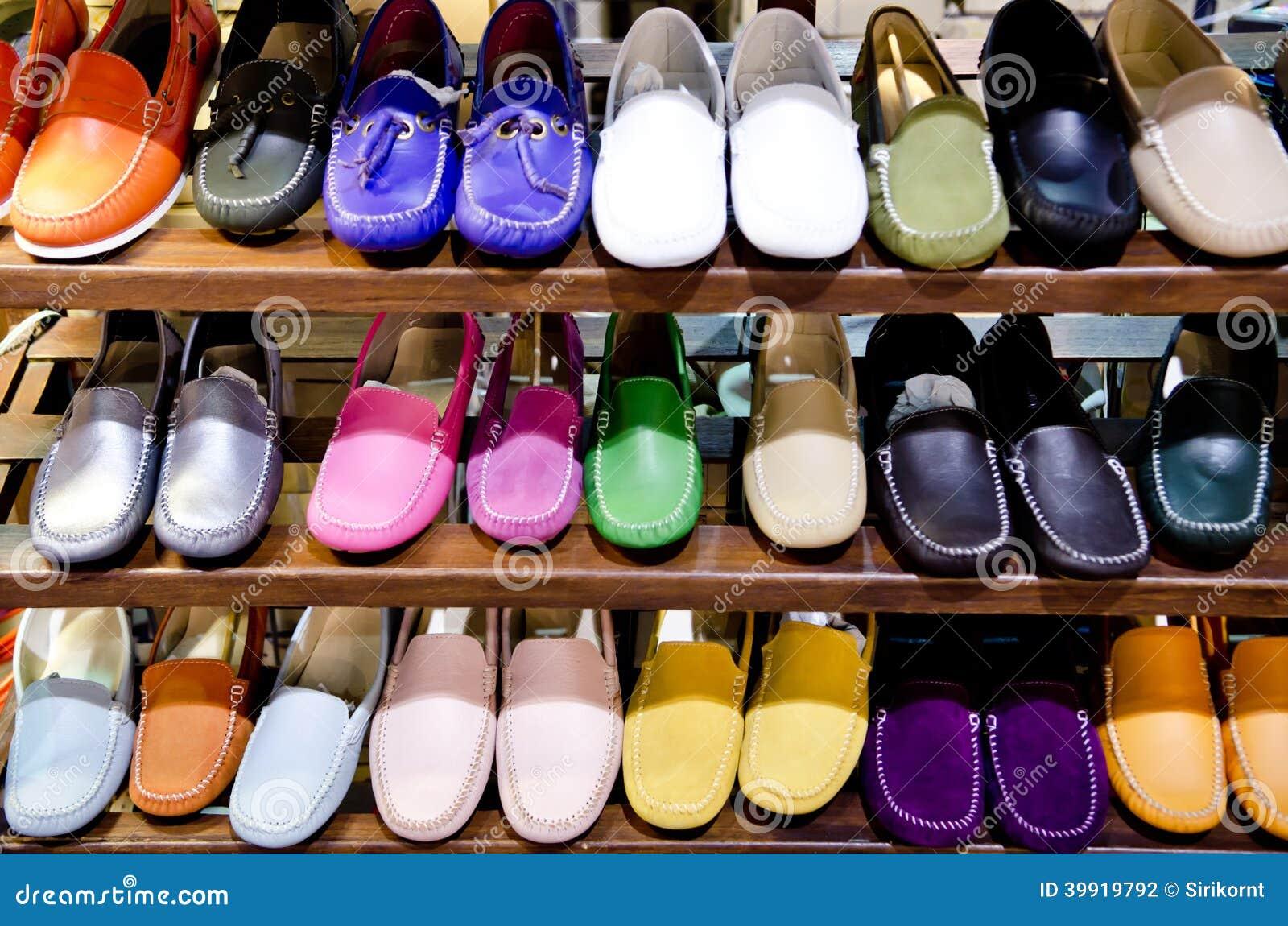 Du Image En Cuir Dans Colorées Boutique Stock La Chaussures Photo rtQCsdxh