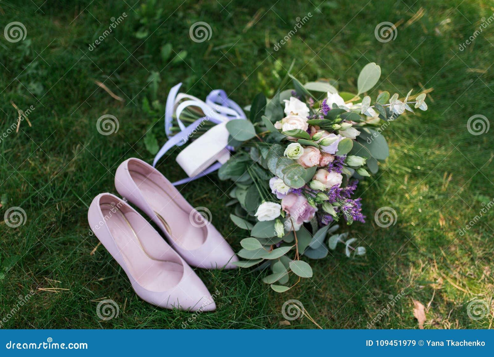 Femelles Chaussures De Mariage Avec Rose Le Mode Bouquet K1TcJ3u5Fl