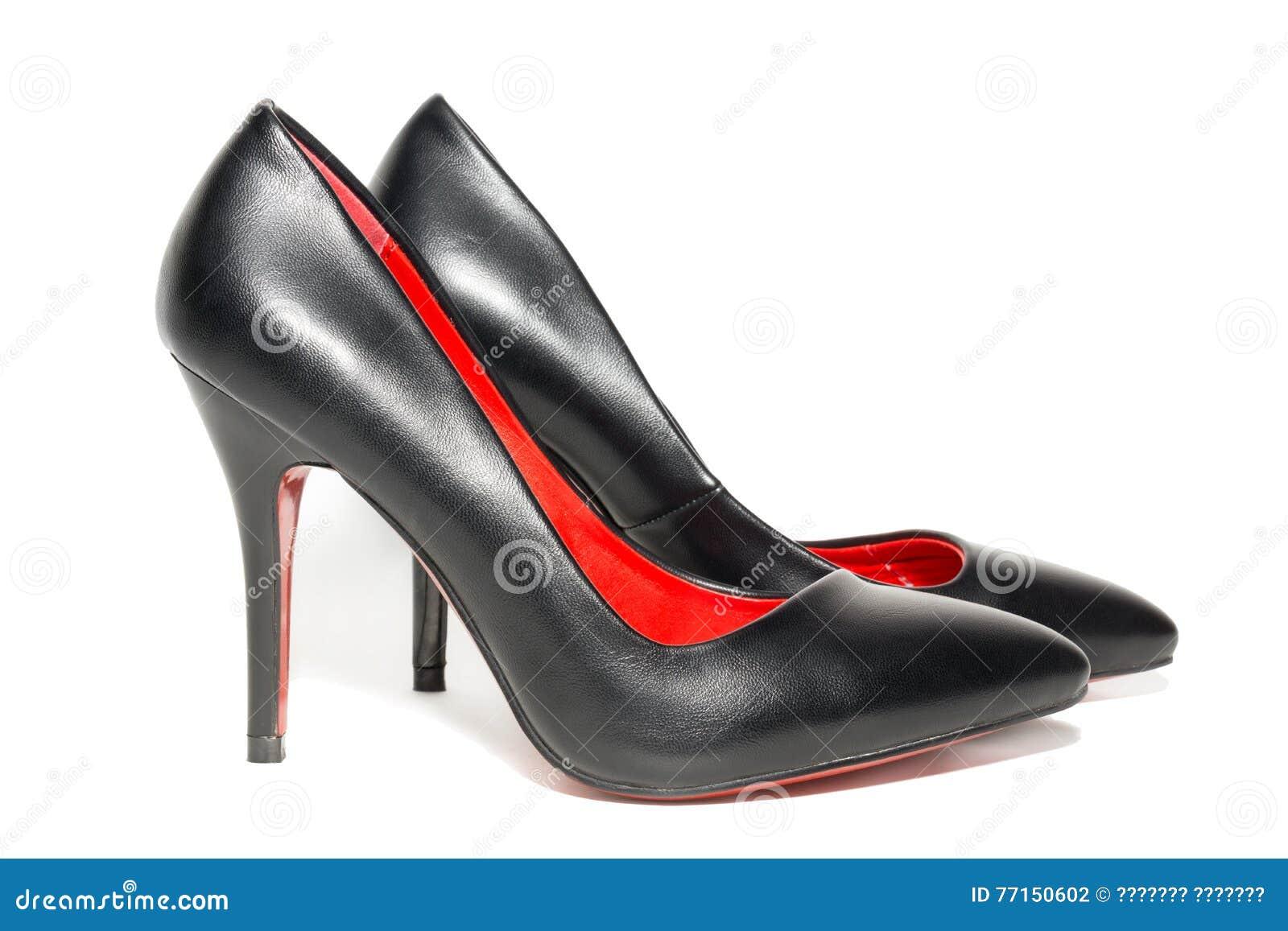 Chaussures femelles sur un fond blanc
