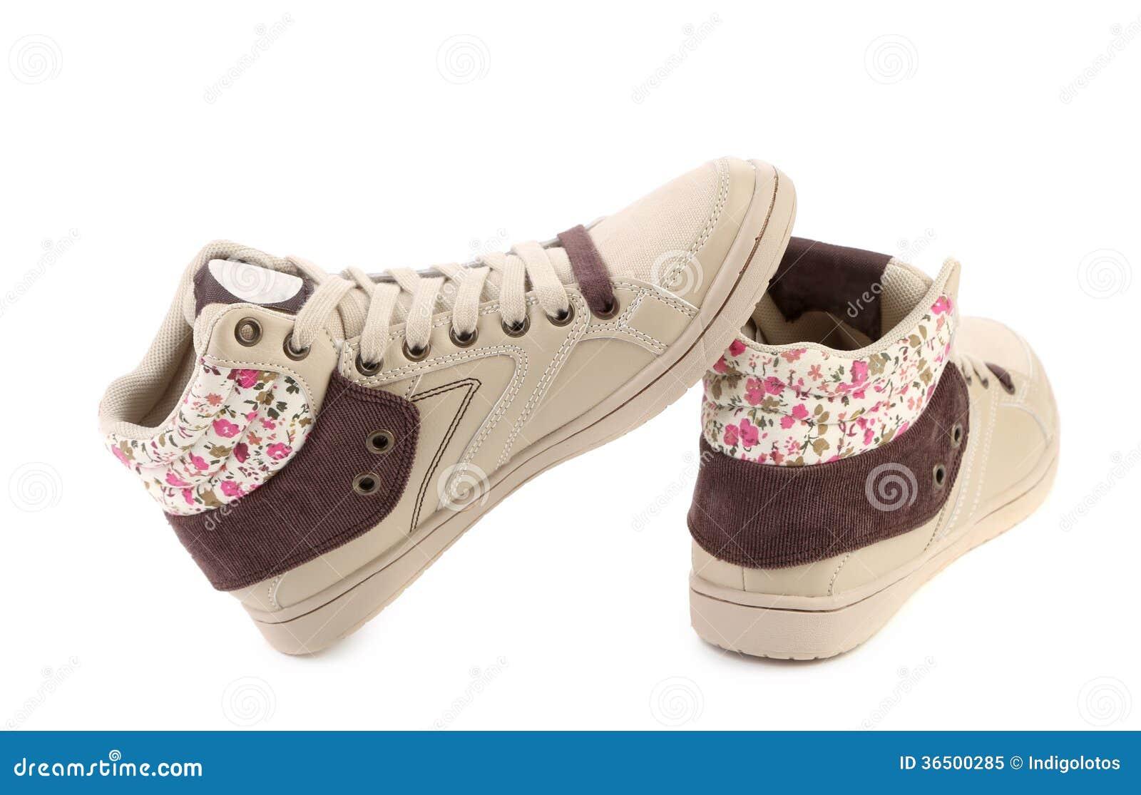 Chaussures modernes pour des filles.