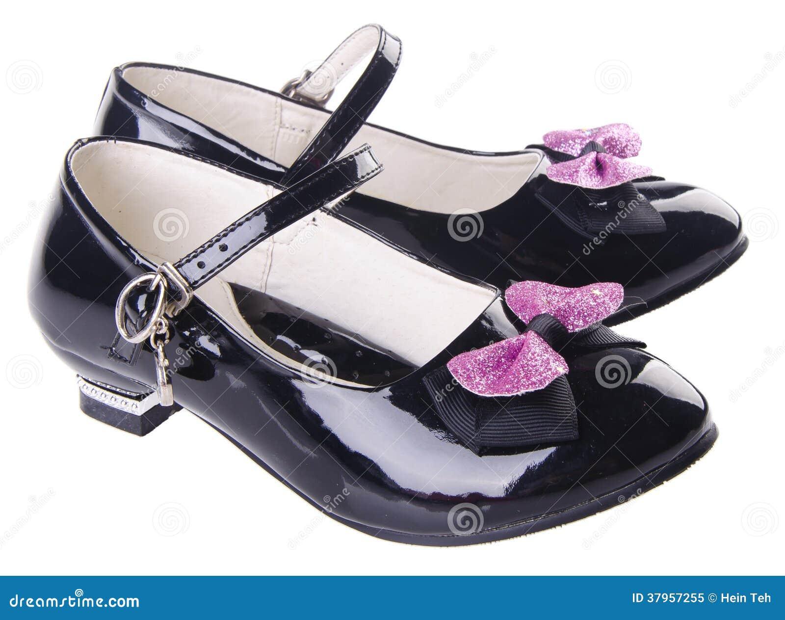 Chaussures pour des filles sur le fond
