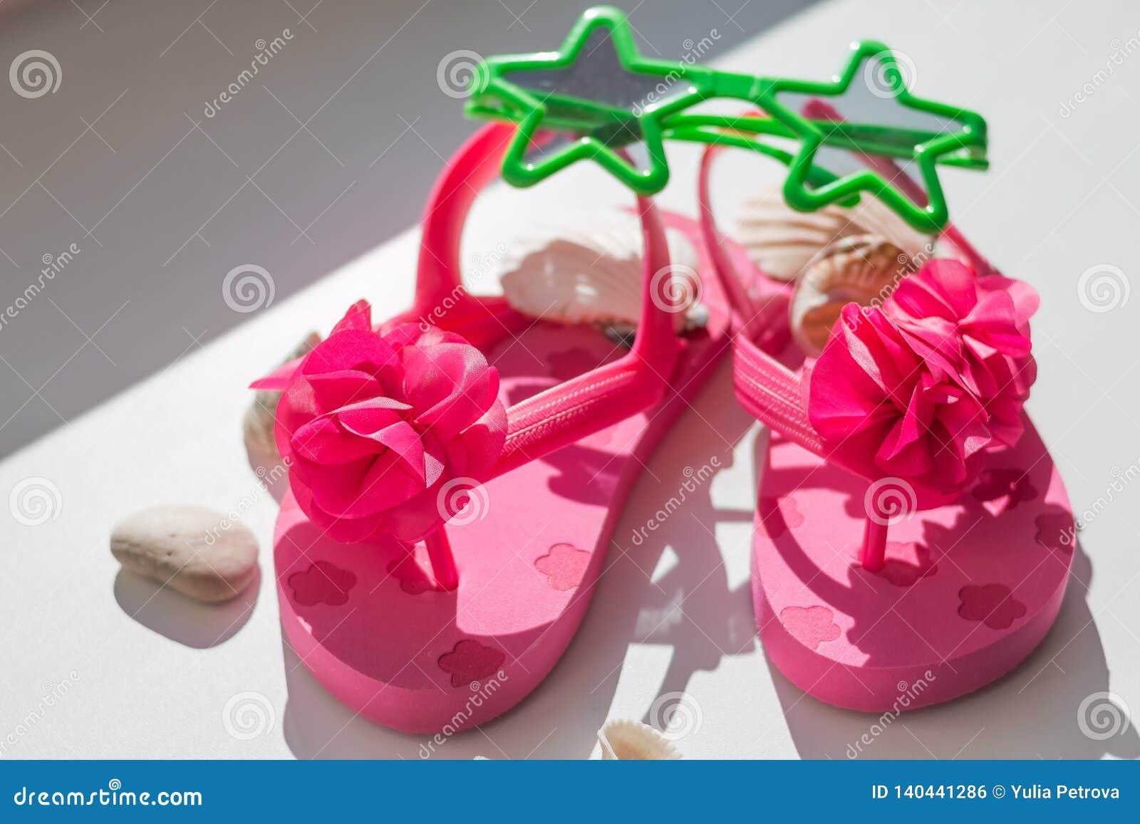 43b7236c68e21 Chaussures roses d été pour des pantoufles d enfants