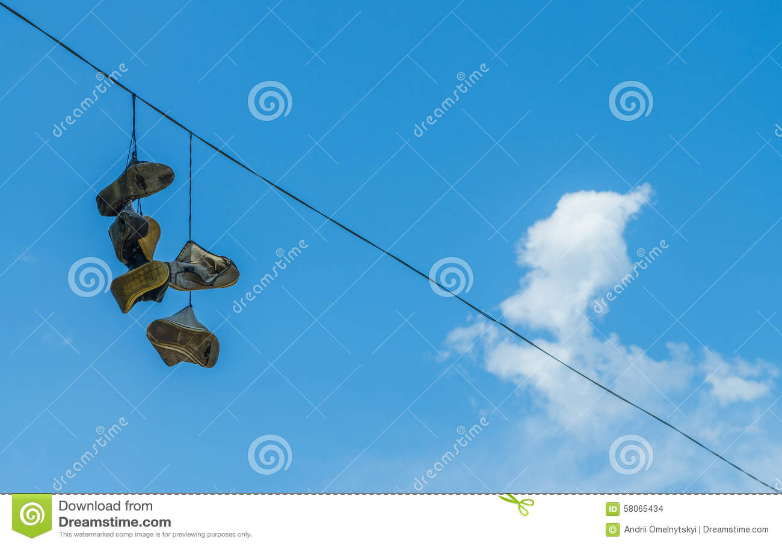 La paix est une bénédiction Chaussures Sur Sur Sur La Ligne électrique Photo stock Image du fond 0d4114