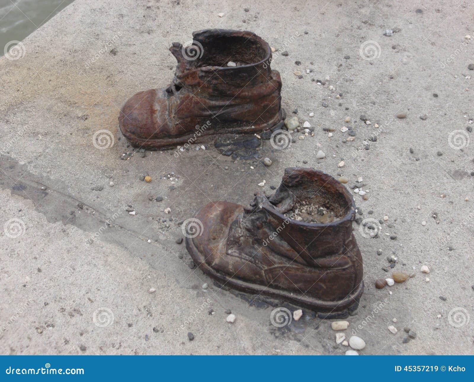 Chaussures sur le Danube
