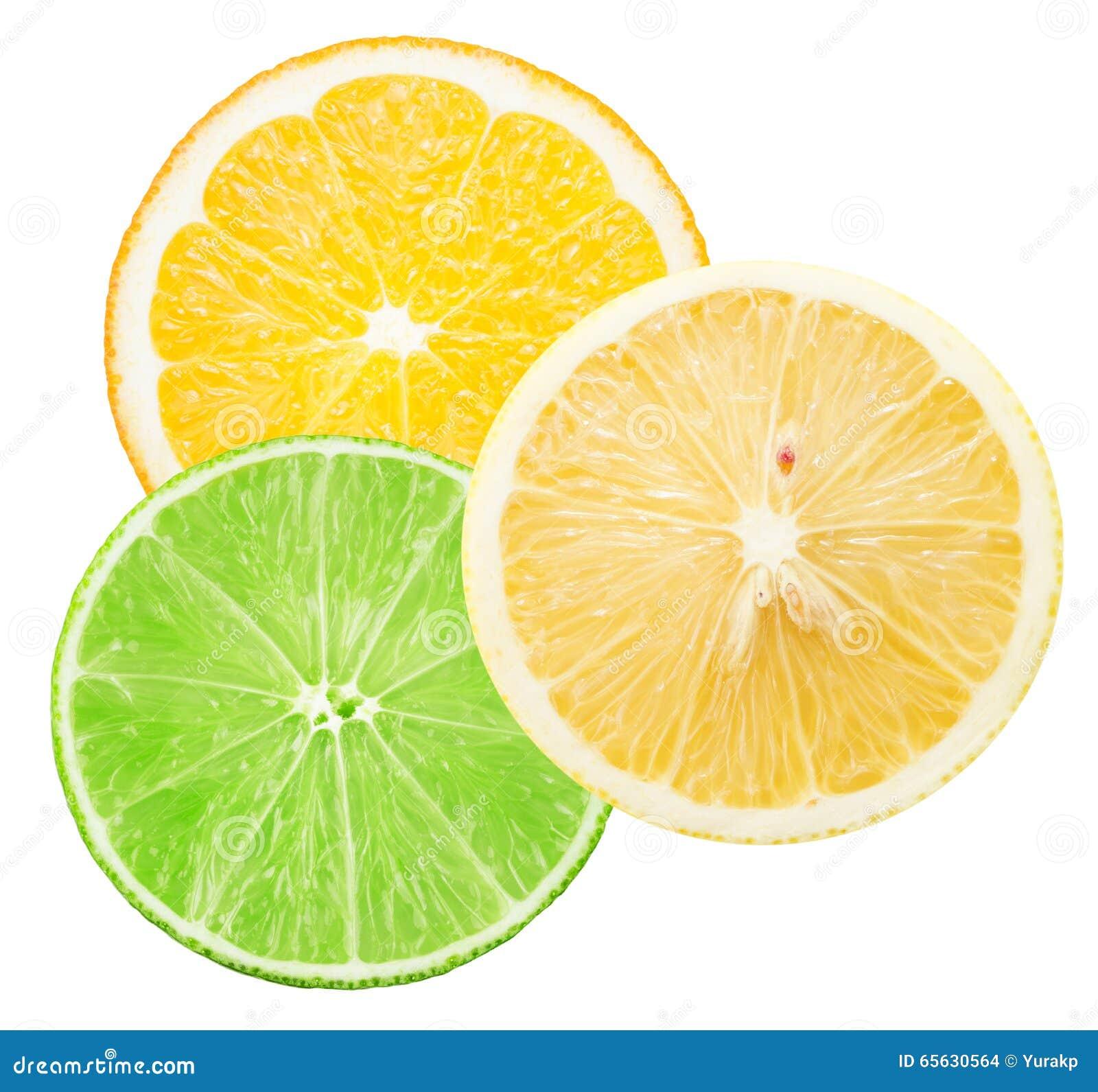 Chaux, citron et tranches oranges d isolement sur le fond blanc