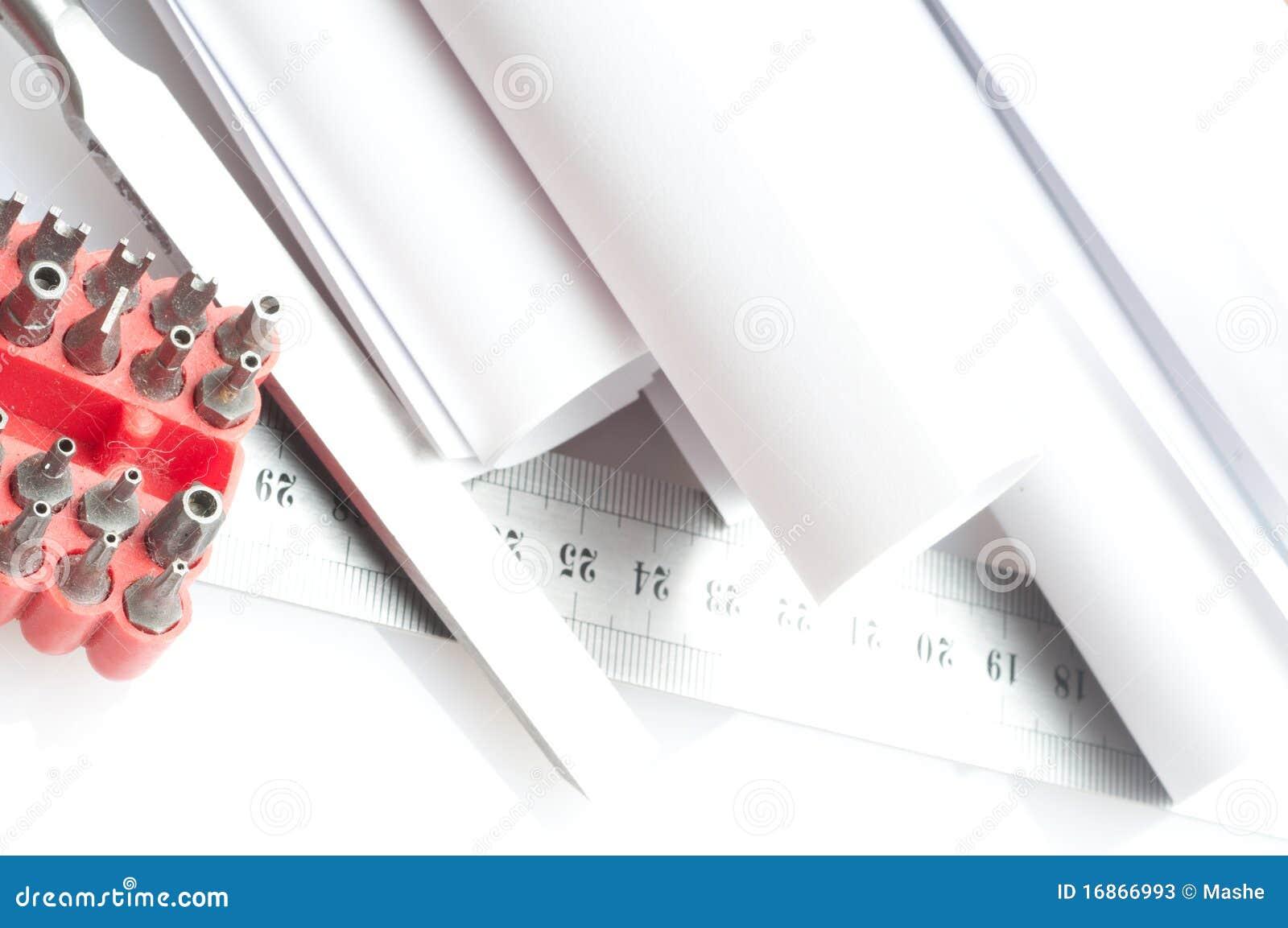 Chave de fenda, parafusos e o desenho
