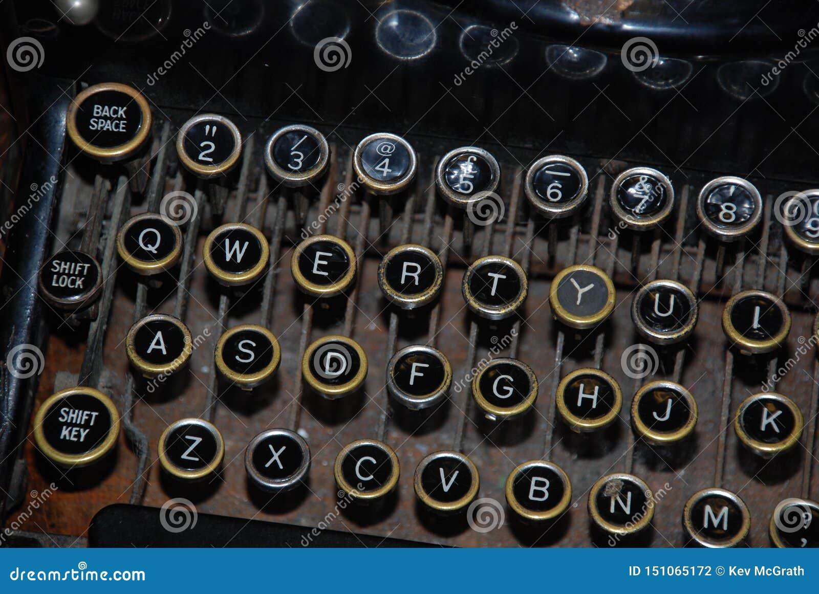 Chaves velhas da letra e do número da exibição da máquina de escrever