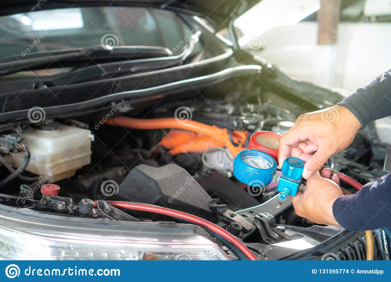 Check Car Air Conditioning System Refrigerant Recharge Stock