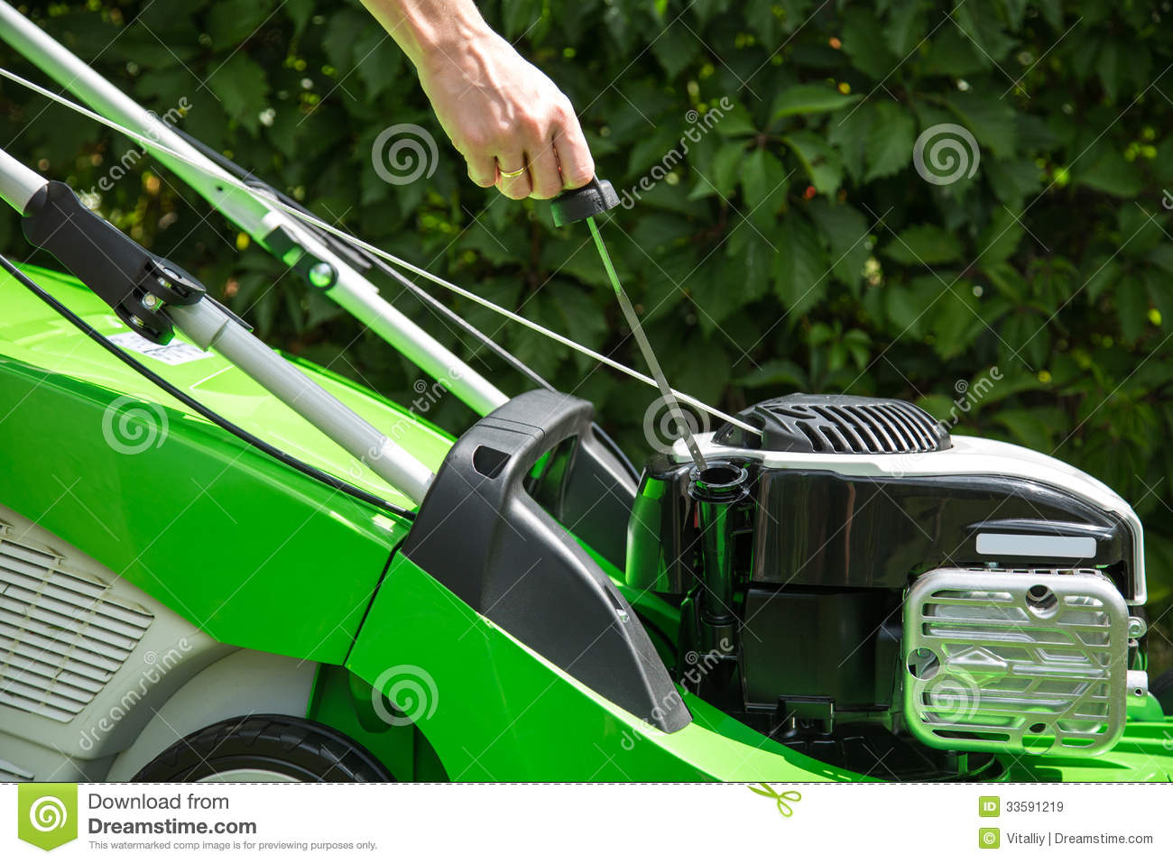 how to add oil to lawn mower