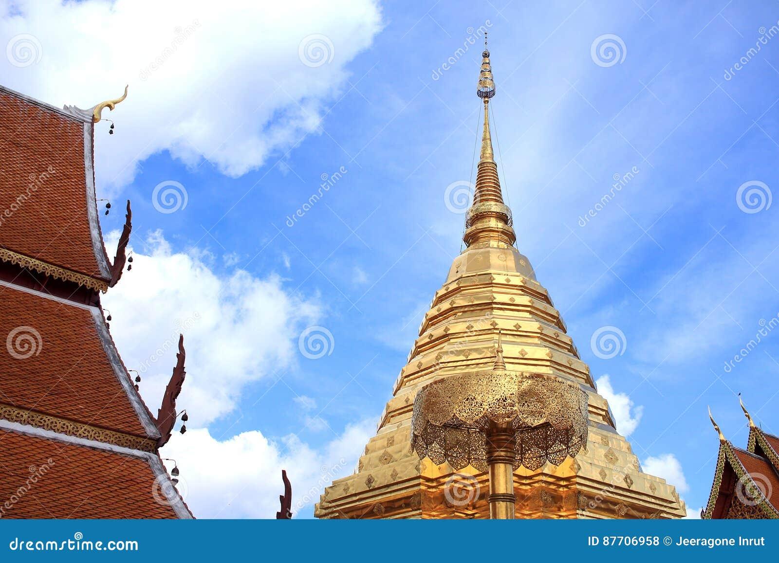 Chedi d or chez Chiang Mai, Thaïlande
