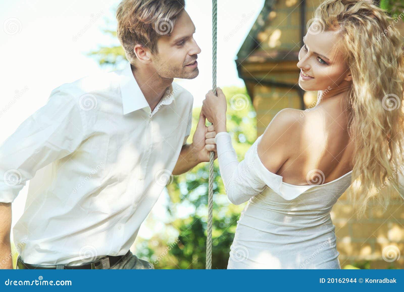 Отодрали жену друга пока тот спал смотреть — pic 4