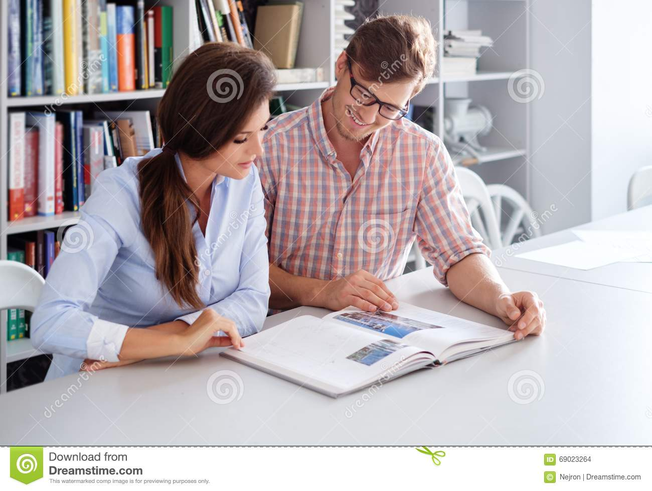 Fun architect stock photo 56759610 for Design interieur salaire