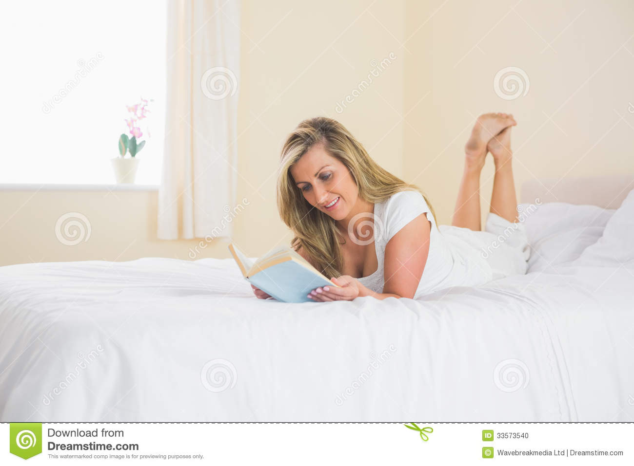 Bed blonde in mature