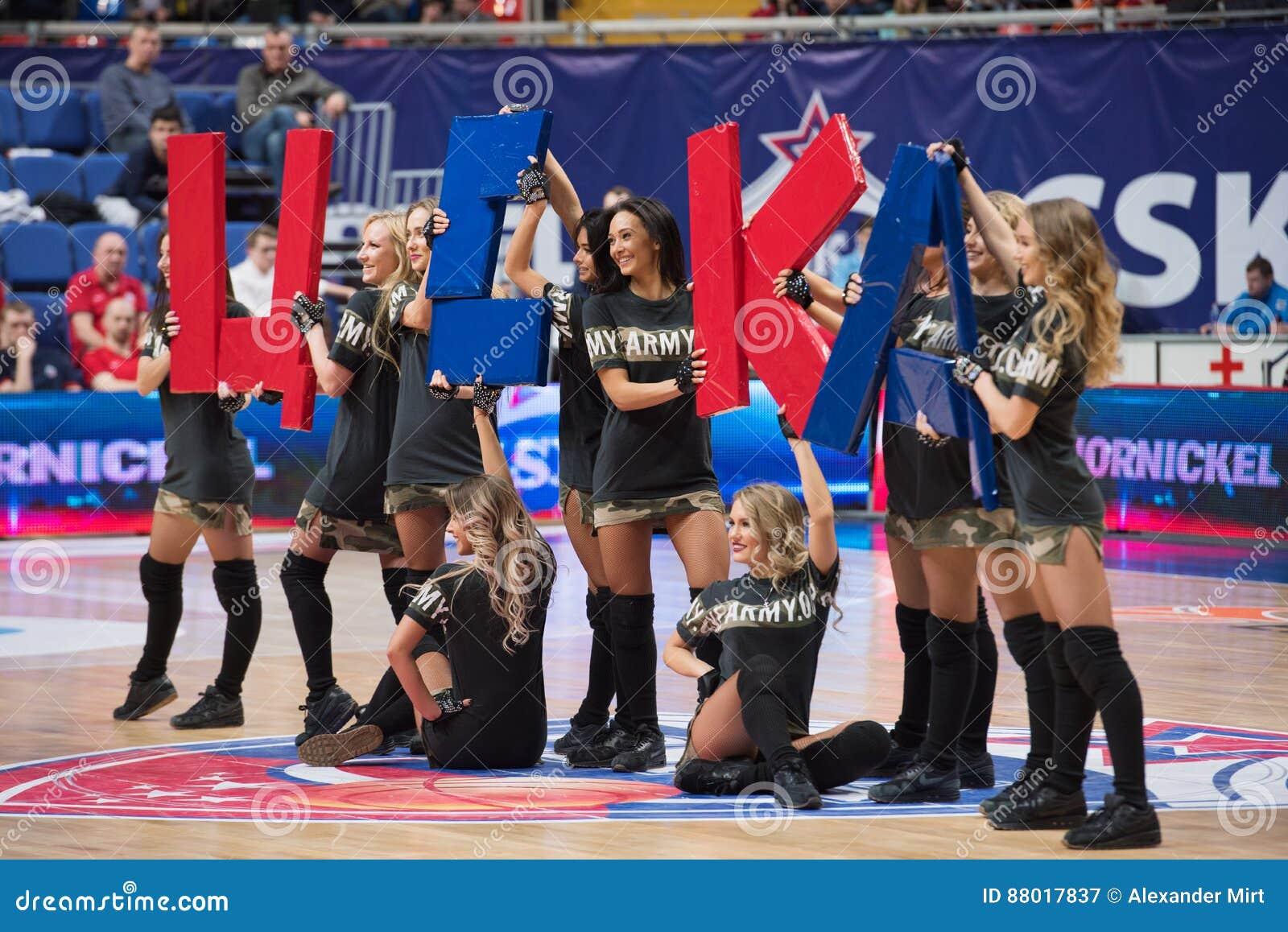Cheerleaders chwyta CSKA znak