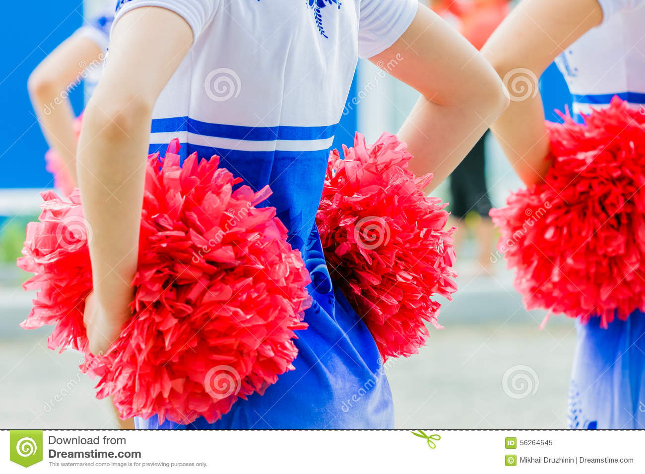 close cheerleader