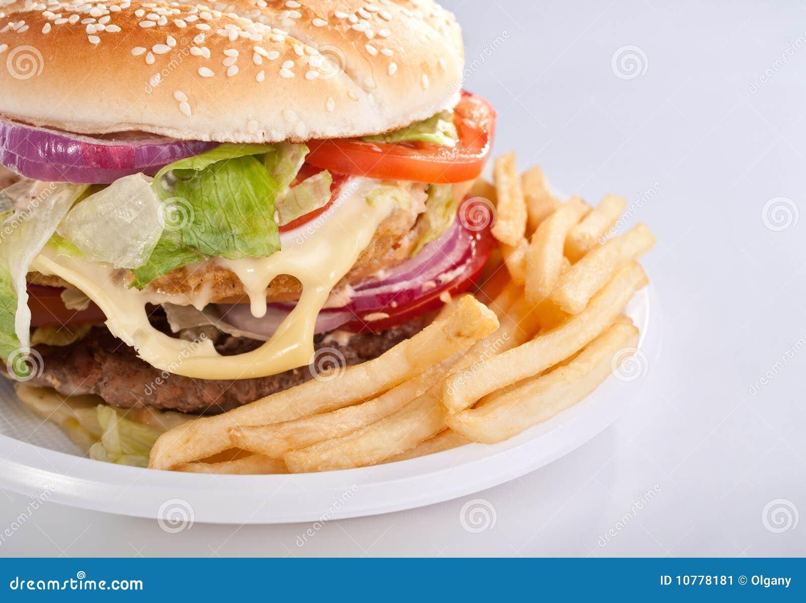 Cheeseburger met gebraden gerechten