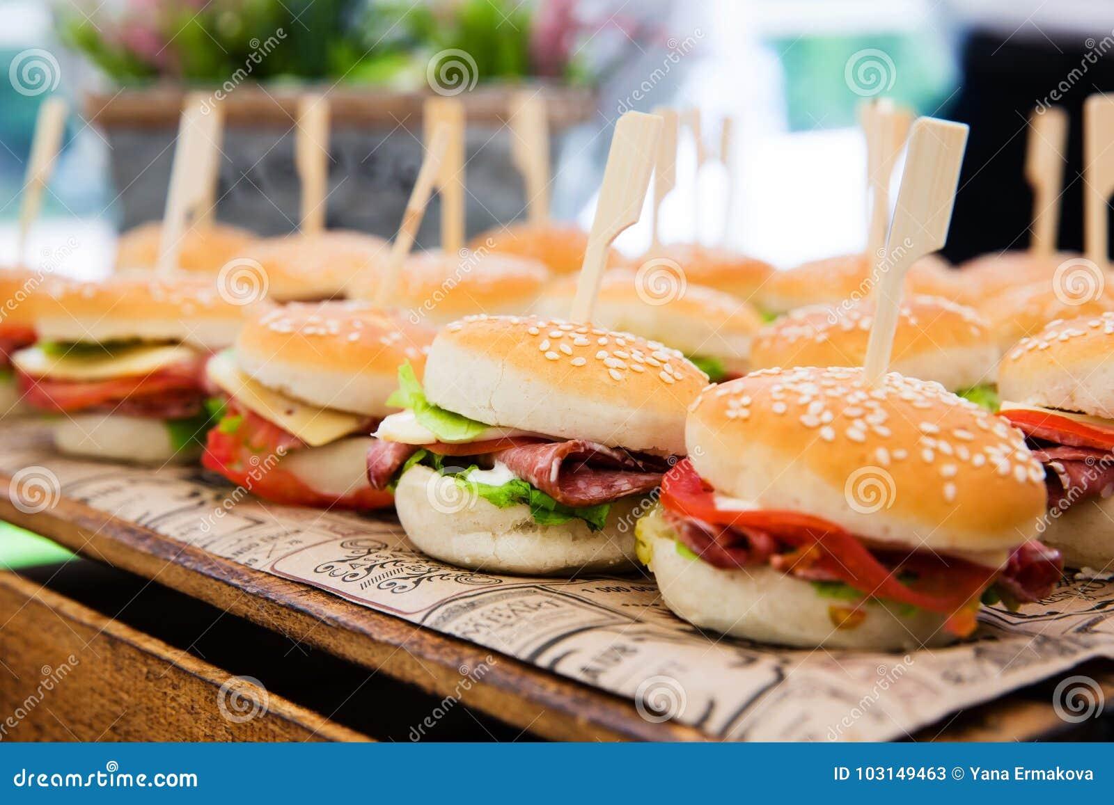 Cheeseburgers met groenten