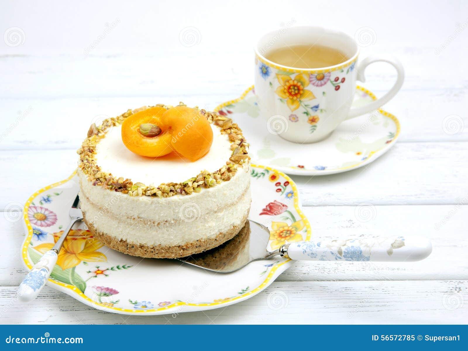 Download Cheesecake με τα βερίκοκα στοκ εικόνα. εικόνα από πιάτο - 56572785