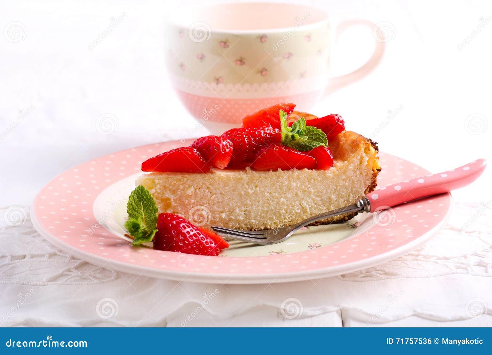Cheesecake με το κάλυμμα φραουλών,