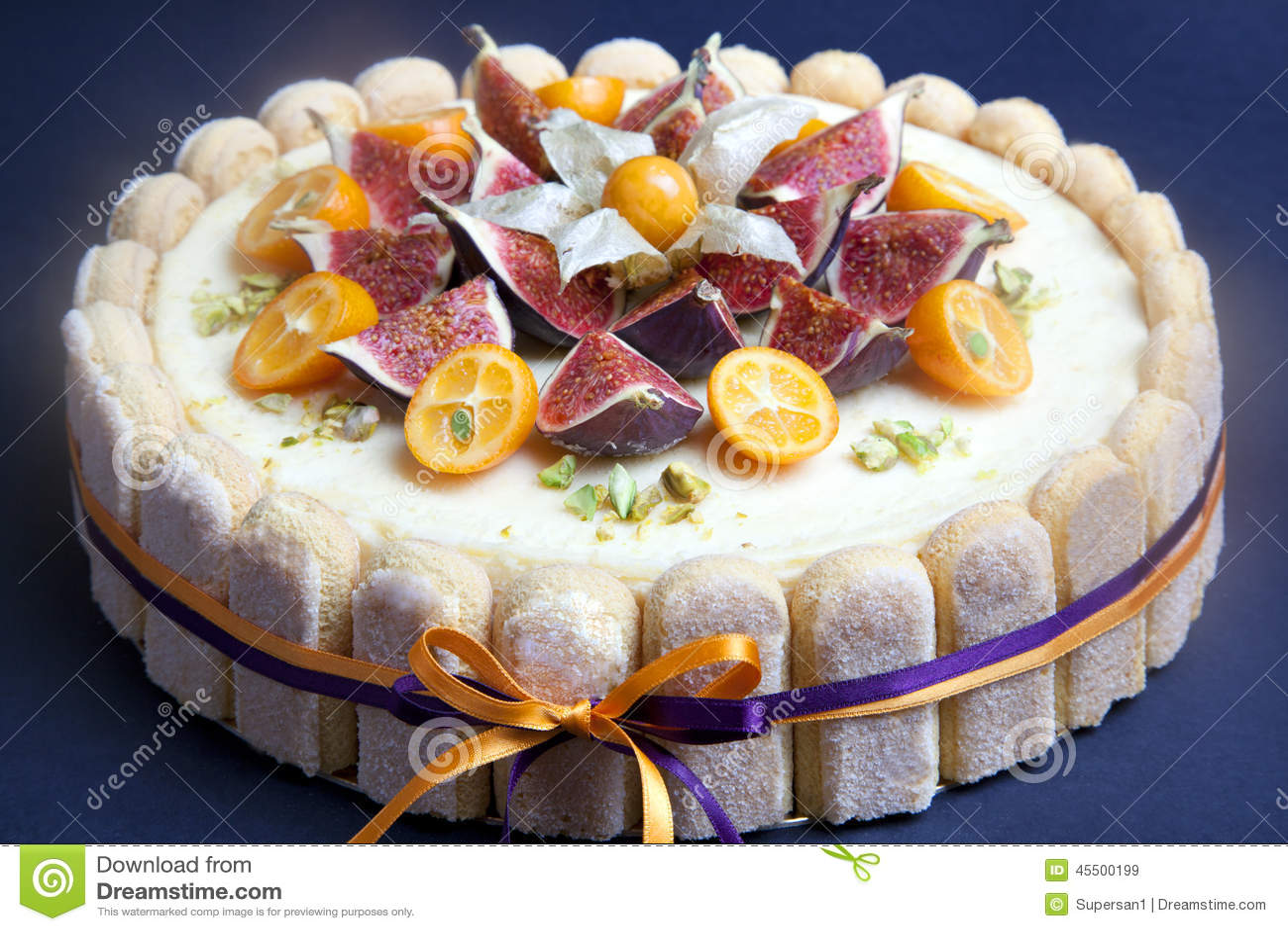 Cheesecake dekorujący z figą i kumquat