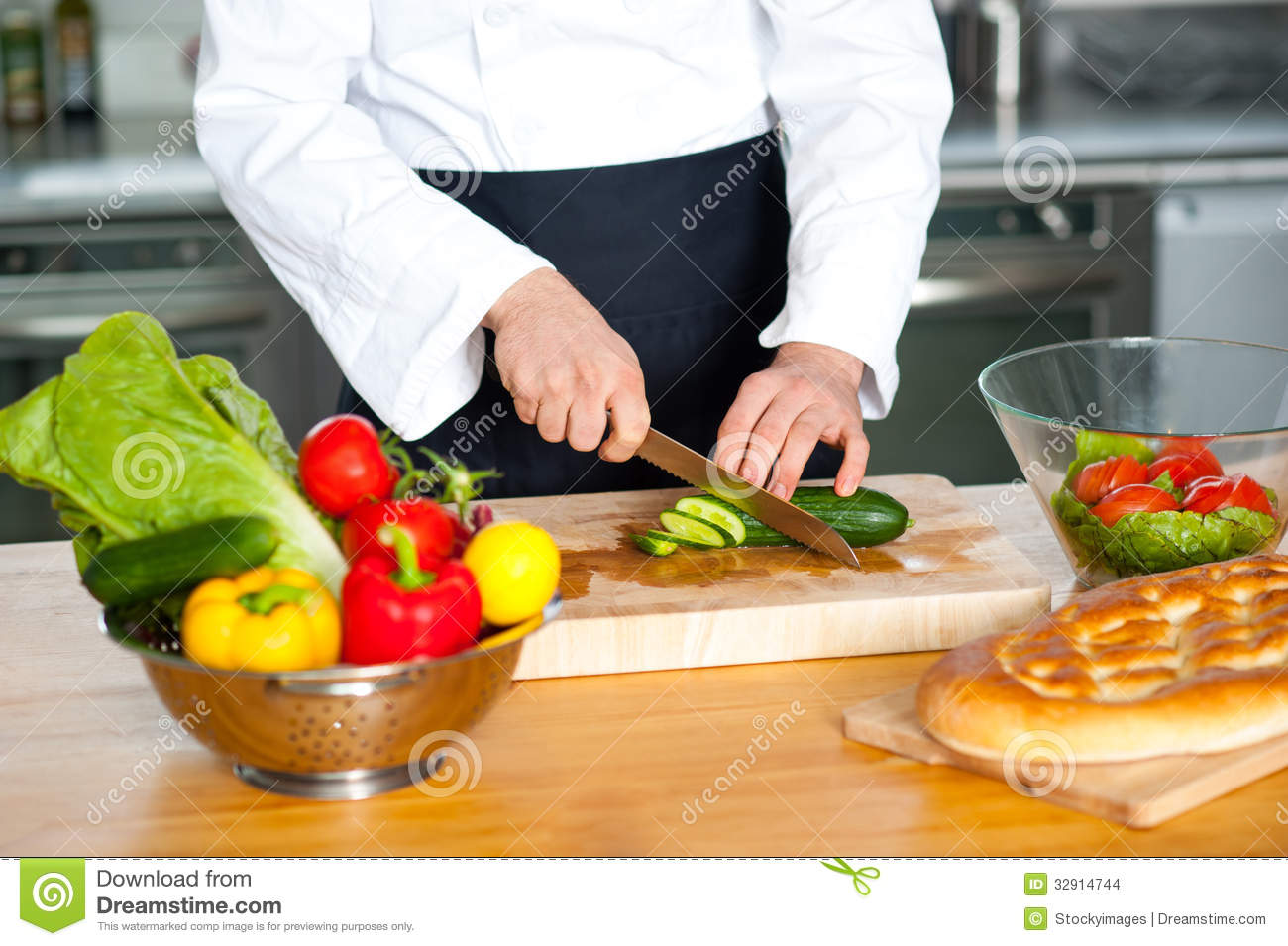 Chef Chopping Vegetables Stock Images - Image: 32914744