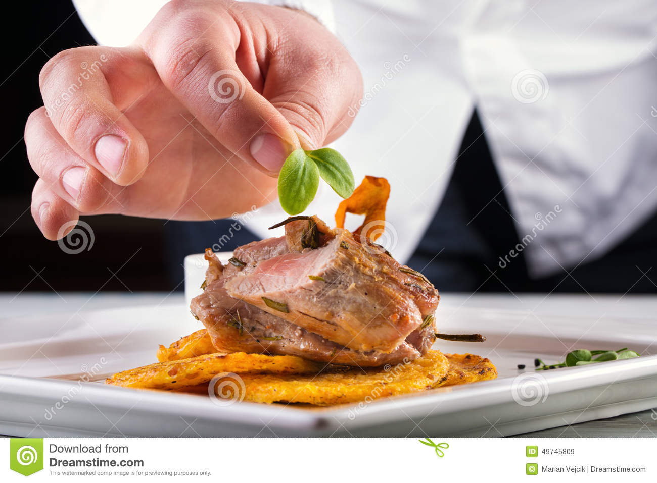 Chef in hotel or restaurant kitchen cooking only hands for Restaurant cuisine