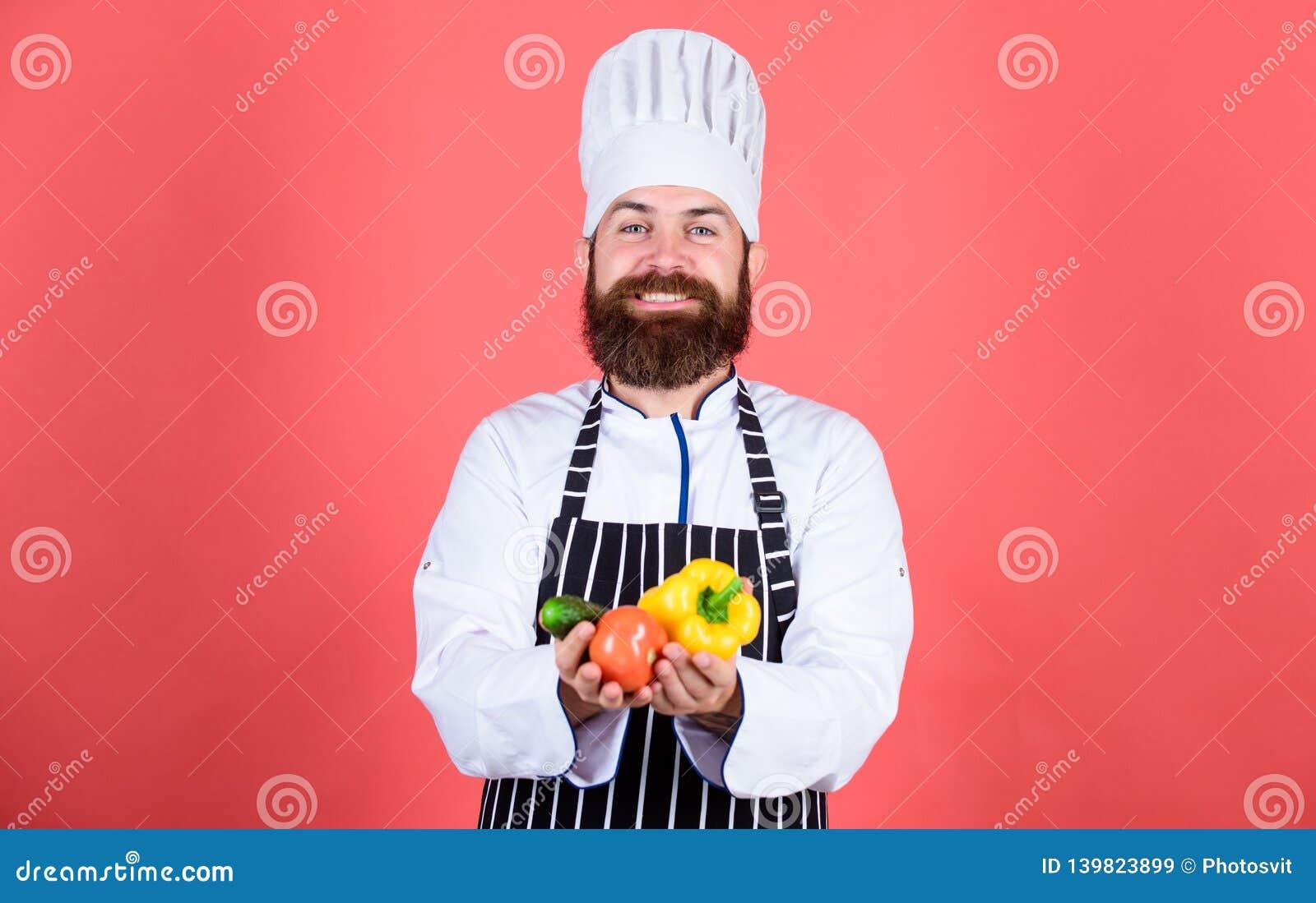 Chef-kokmens in hoed Geheim smaakrecept Gebaarde mensenkok in culinaire keuken, vegetariër Rijpe chef-kok met baard dieting