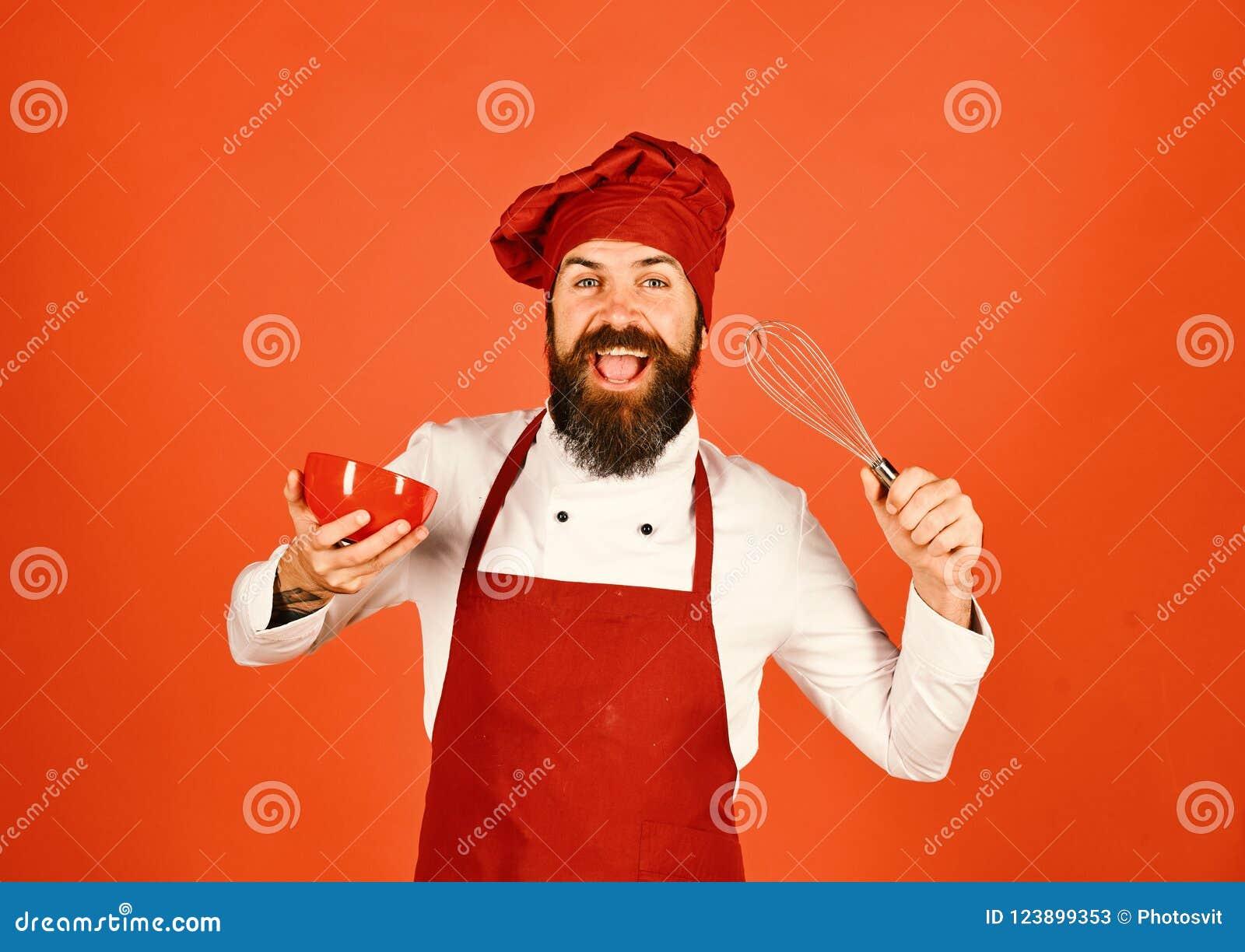 Chef mit Platte und peitschen Gerät Koch mit fröhlichem Gesicht