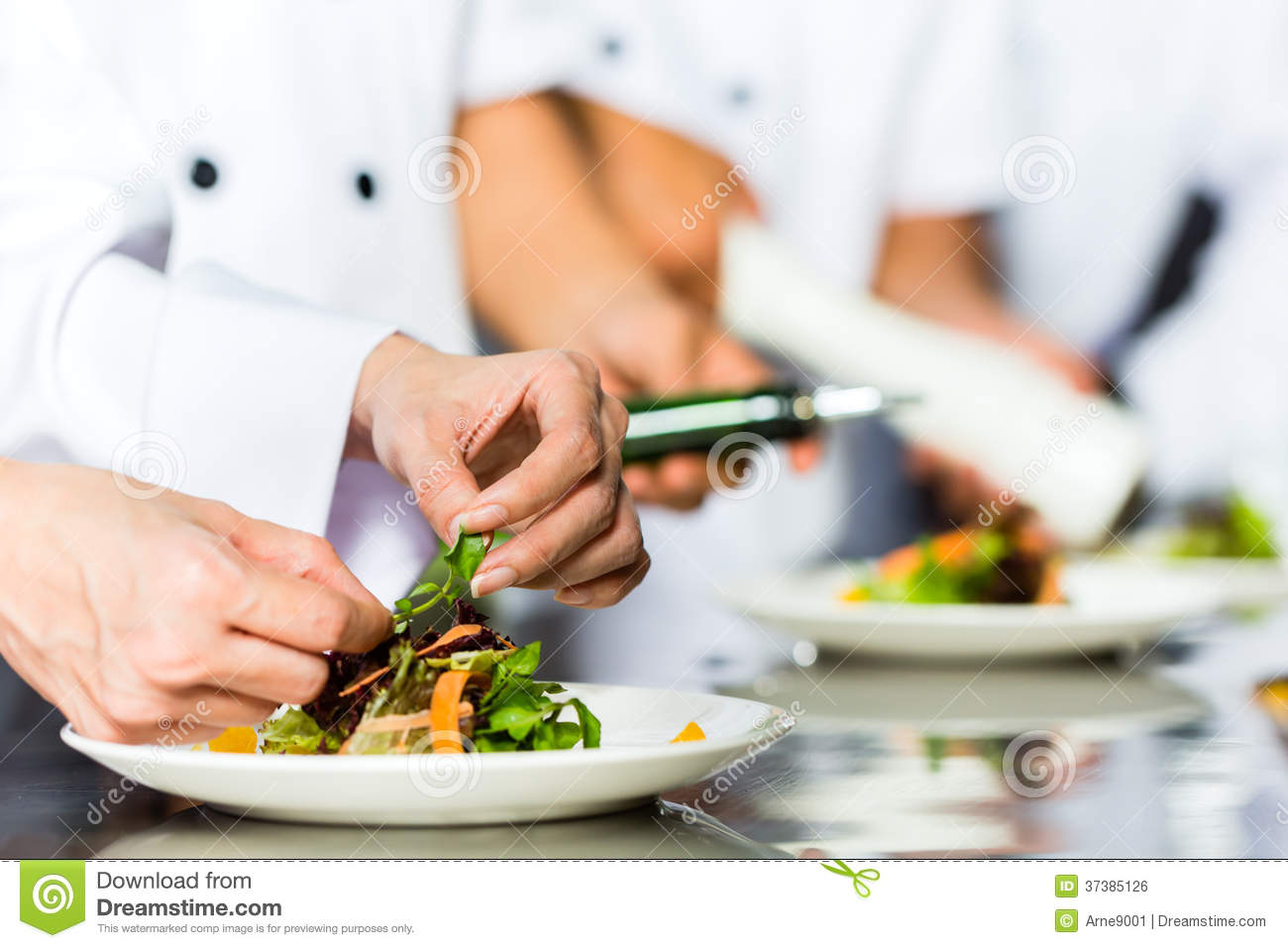 Restaurant Kitchen Chefs Chef Stock Photos Images & Pictures  143572 Images