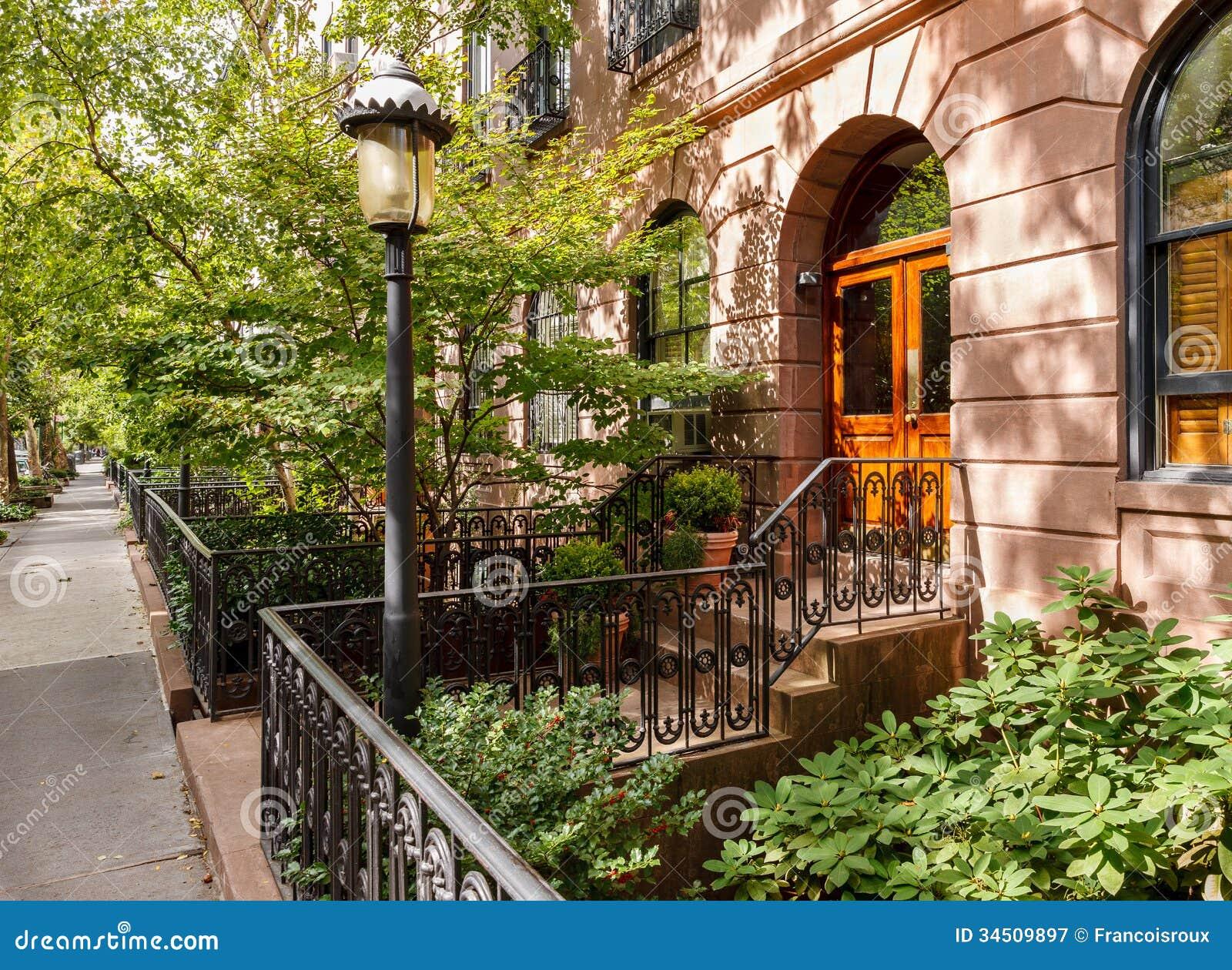 Chelsea rbol llen la calle y sus casas urbanas y jardines manhattan nueva york imagen de - Casas en nueva york ...