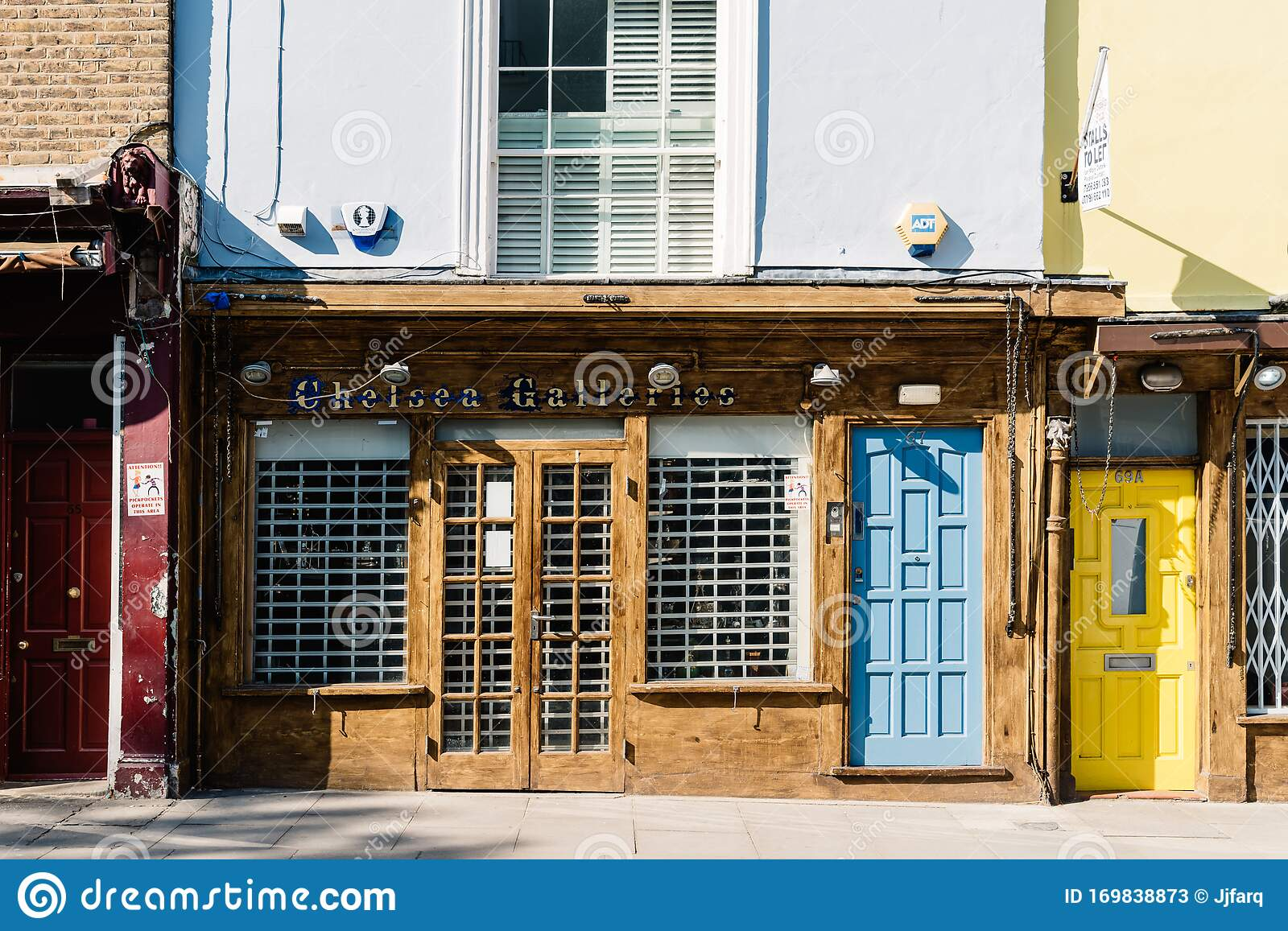 Chelsea Galleries Antiques Store In Portobello Road, Notting Hill, London  Editorial Stock Photo - Image of building, europe: 169838873