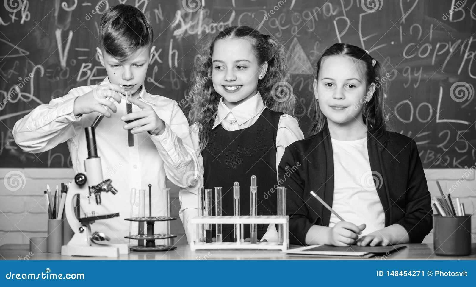 Chemiczna reakcja zdarza si? w nowe substancje gdy substancji zmiana Ucze? nauki chemia w szkole Chemiczna substancja