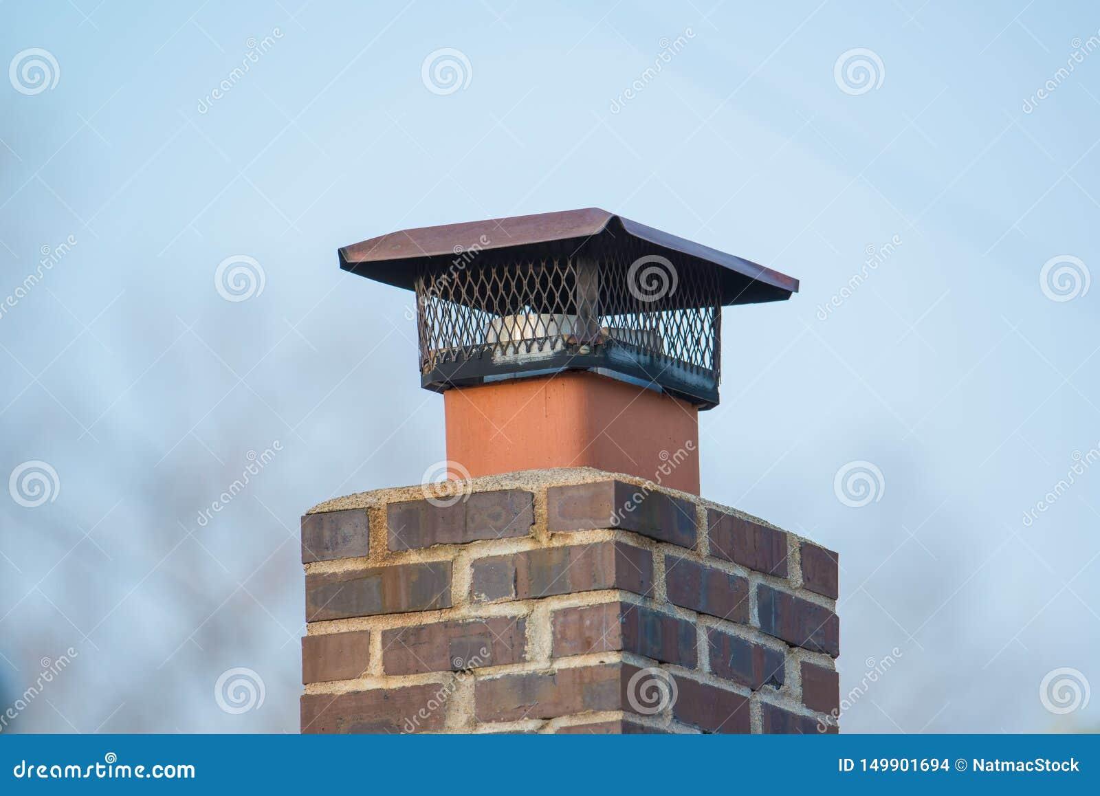 Conduit De Cheminee En Brique Rouge cheminée de brique avec le rongeur et le parasite clôturant