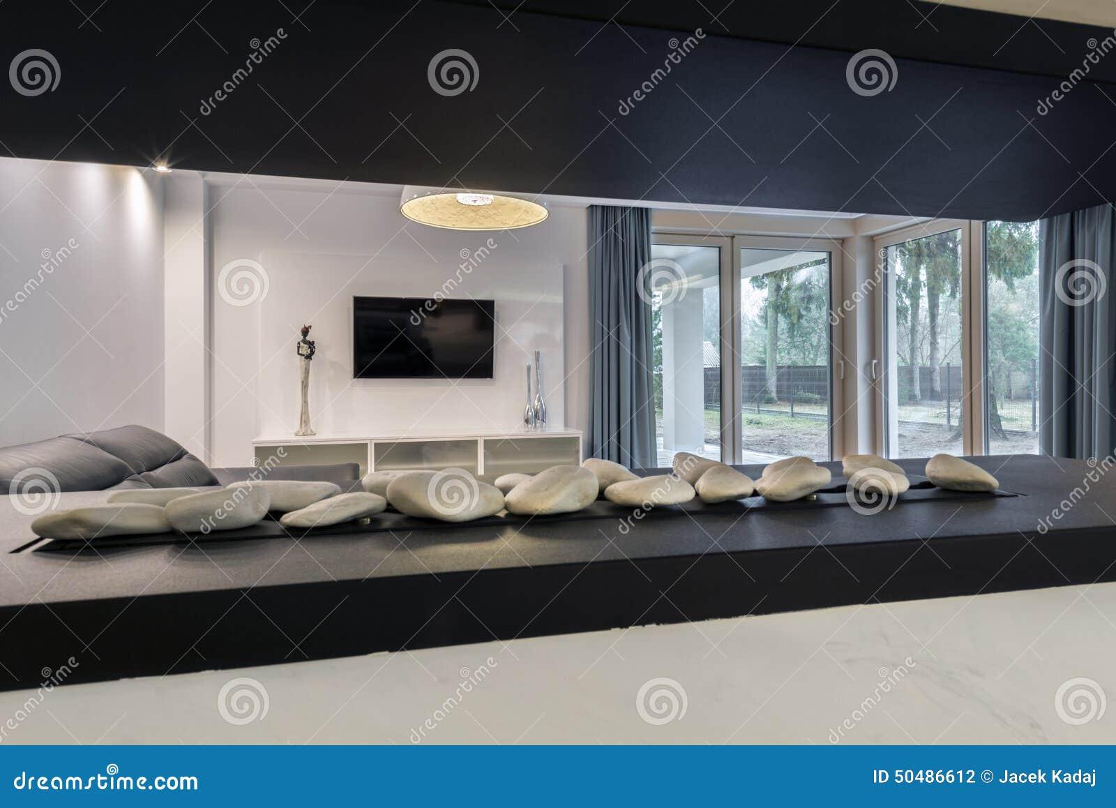 Cheminée Moderne Dans Le Salon Photo stock - Image du home, étage ...