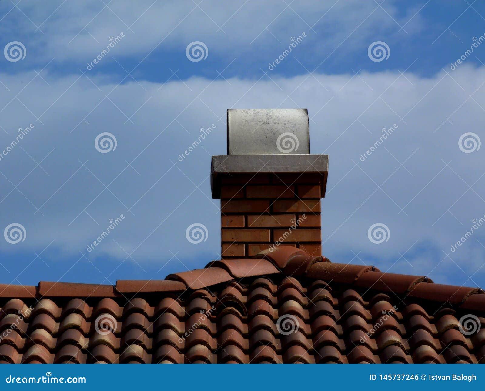 Conduit De Cheminee En Brique Rouge cheminées rouge-brun de brique avec la pierre de chapeau