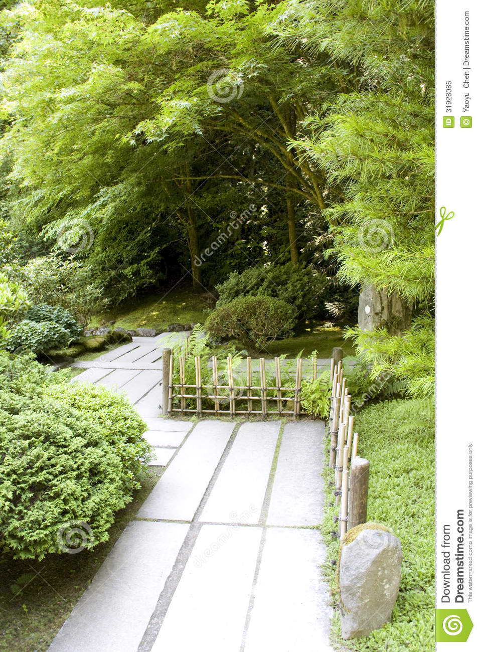 chemin dans le jardin japonais image libre de droits image 31928086. Black Bedroom Furniture Sets. Home Design Ideas
