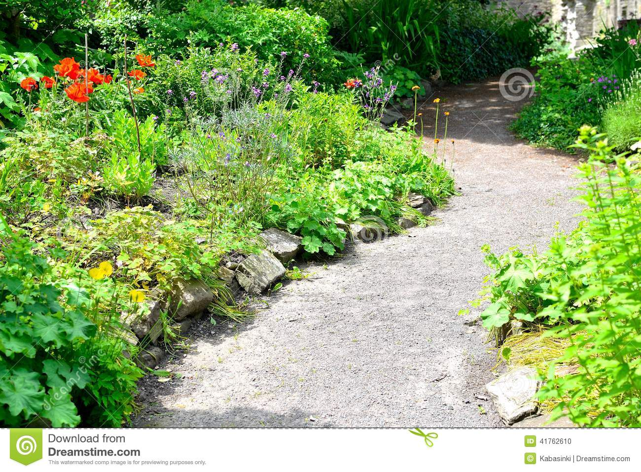 Chemin dans un jardin anglais de cottage photo stock for Conception jardin anglais