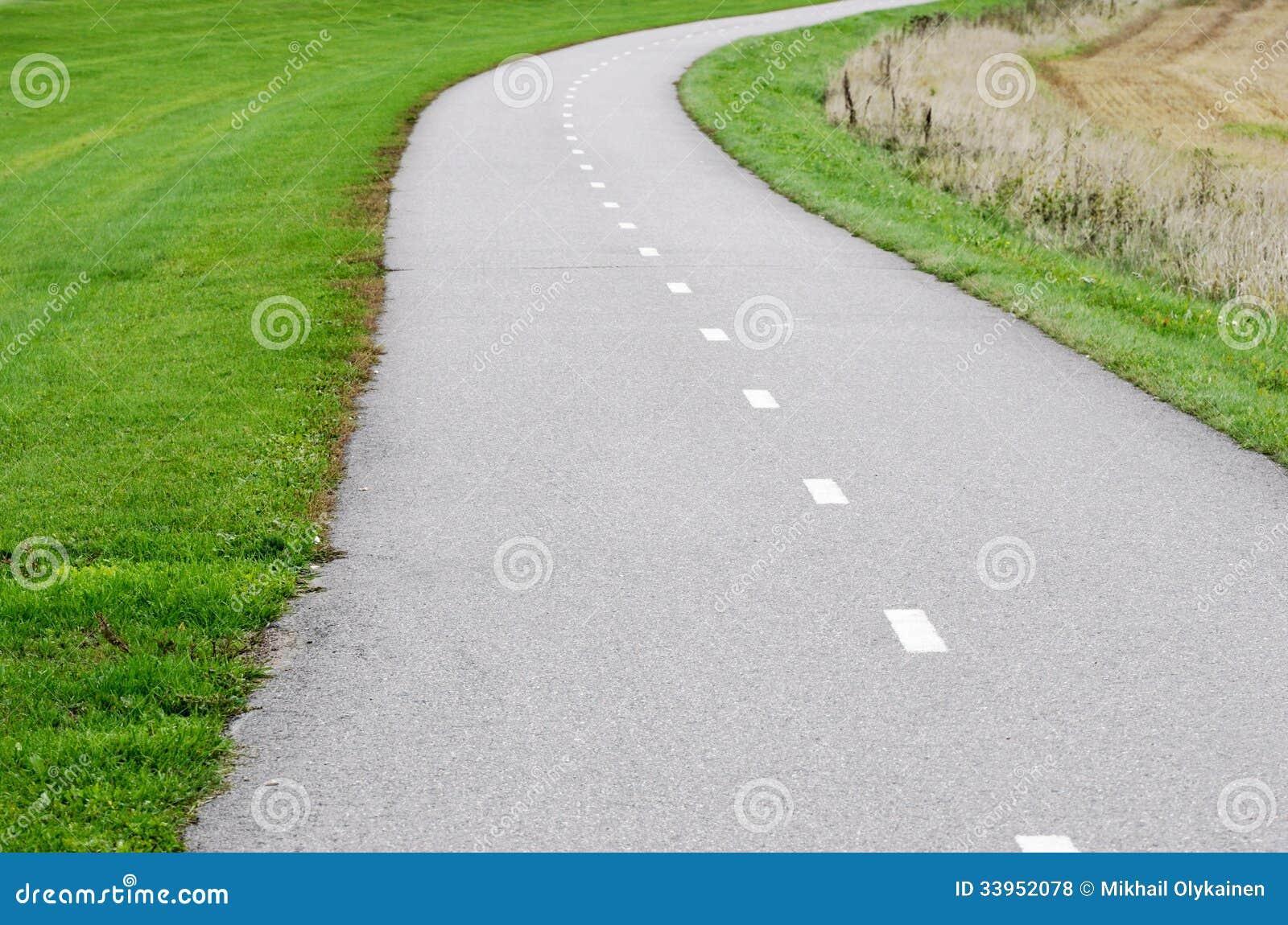 Chemin vide de vélo d asphalte