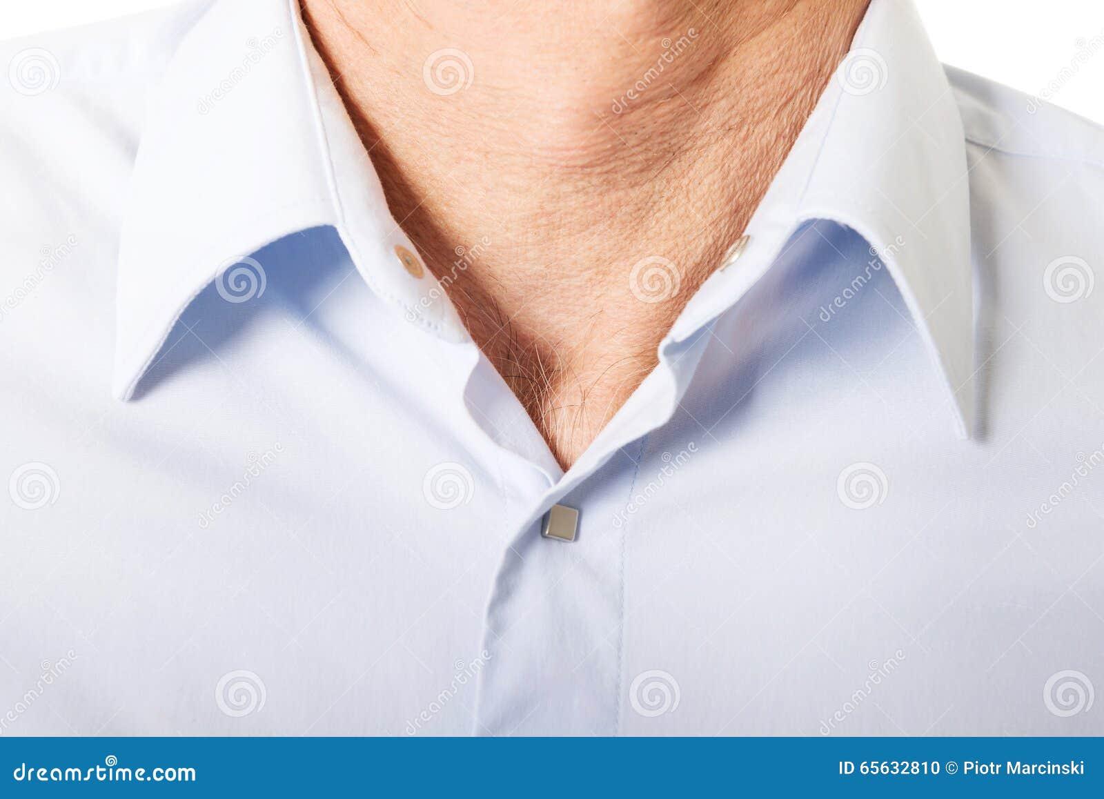 Chemise masculine avec le collier