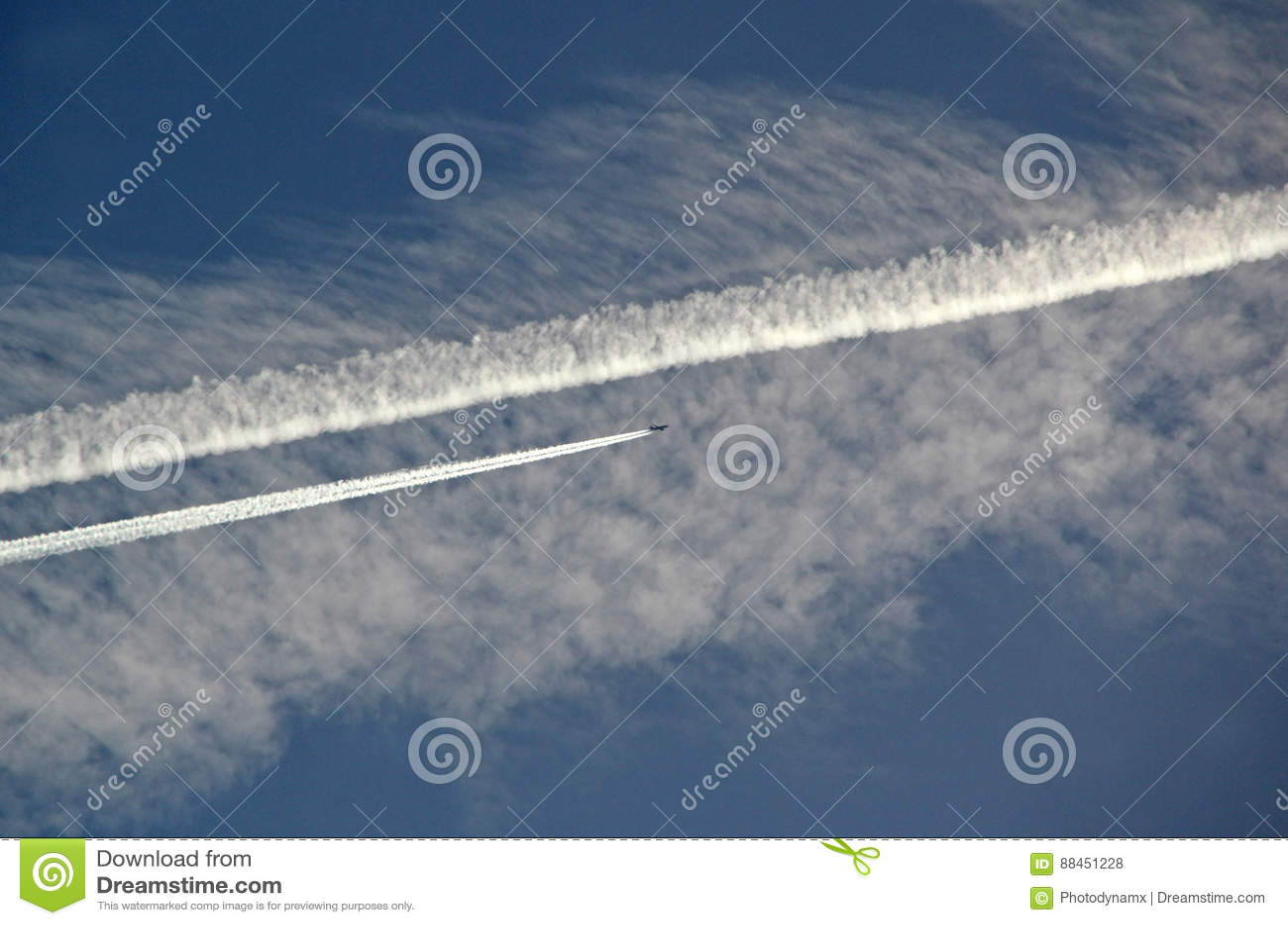 Chemtrails w niebie