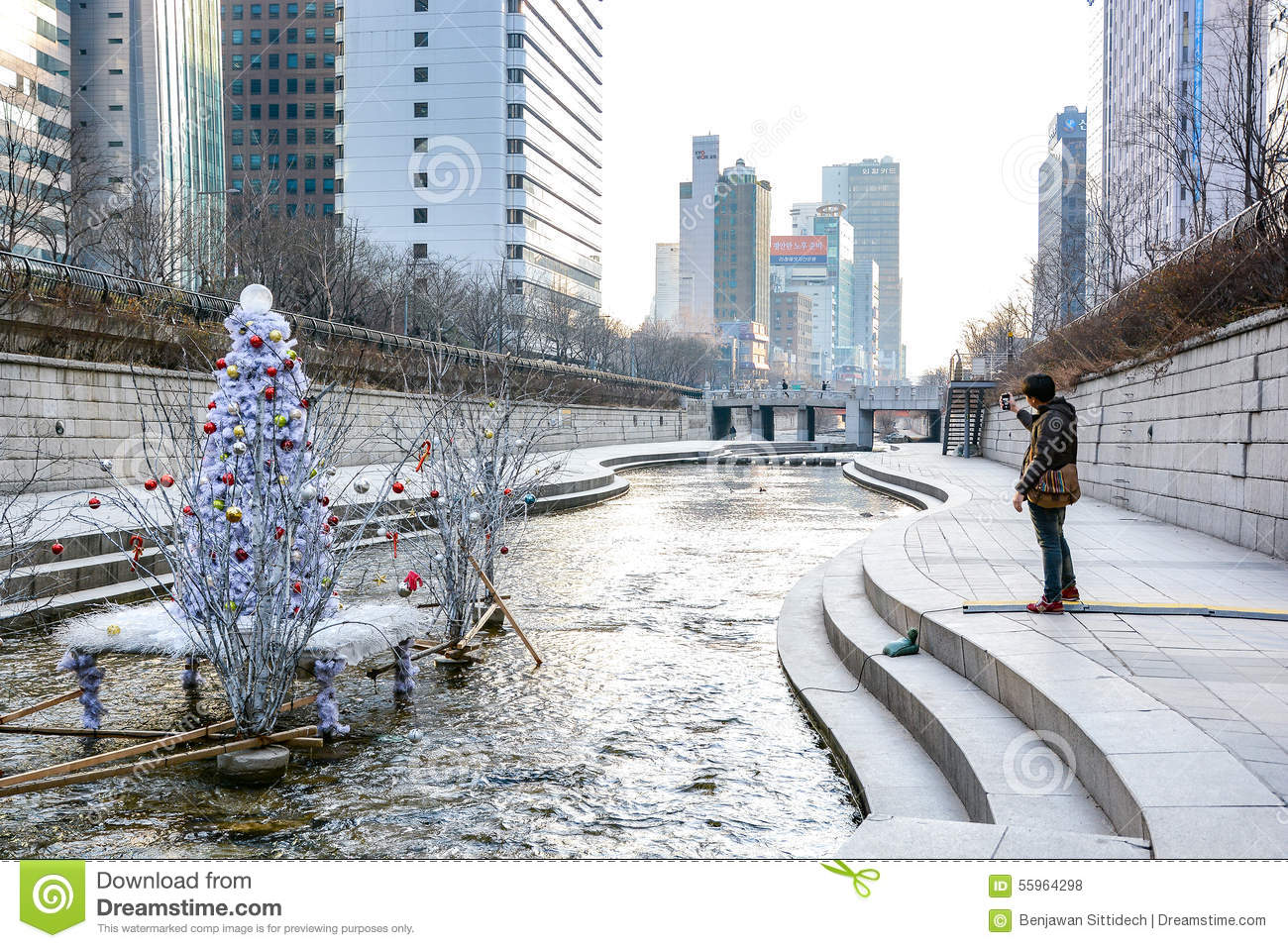 cheonggyecheon stream in winter seoul south korea. Black Bedroom Furniture Sets. Home Design Ideas