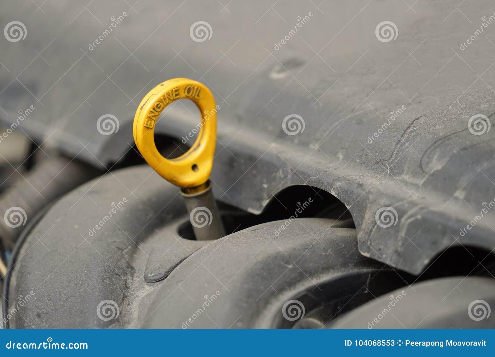 Chequeo automotriz del motor del nivel de aceite del mantenimiento