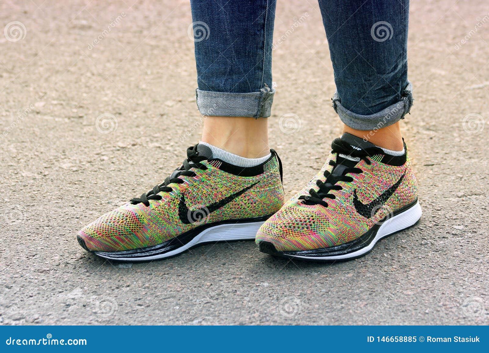 Maravilla tienda rebanada  Chernihiv, Ucrania - 19 De Abril De 2019: Zapatillas De Deporte De Nike Del Primer  Zapatos Del `s De Las Mujeres Imagen editorial - Imagen de zapatillas,  primer: 146658885